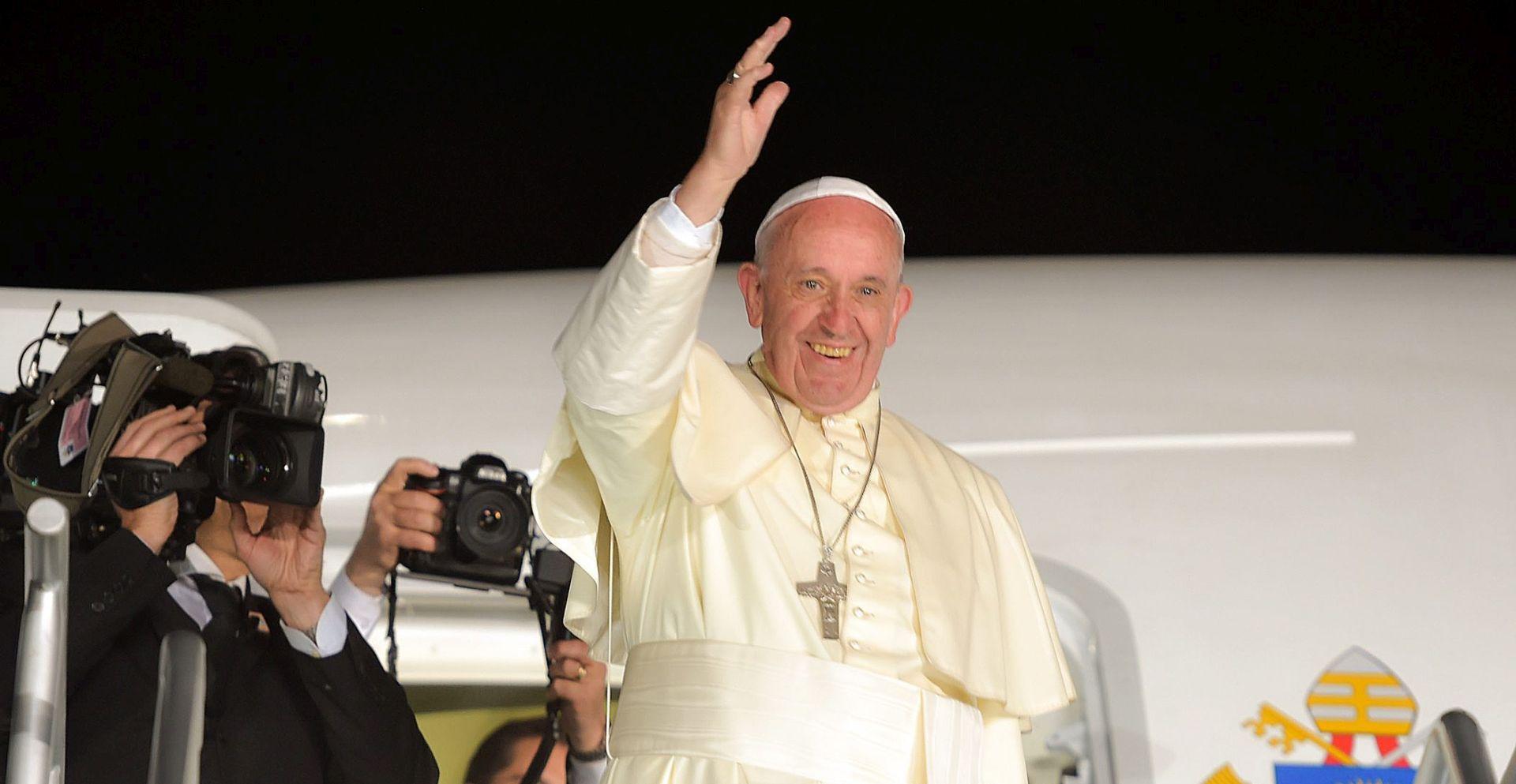 Papa signalizira moguću ograničenu potporu kontracepciji u slučaju zike