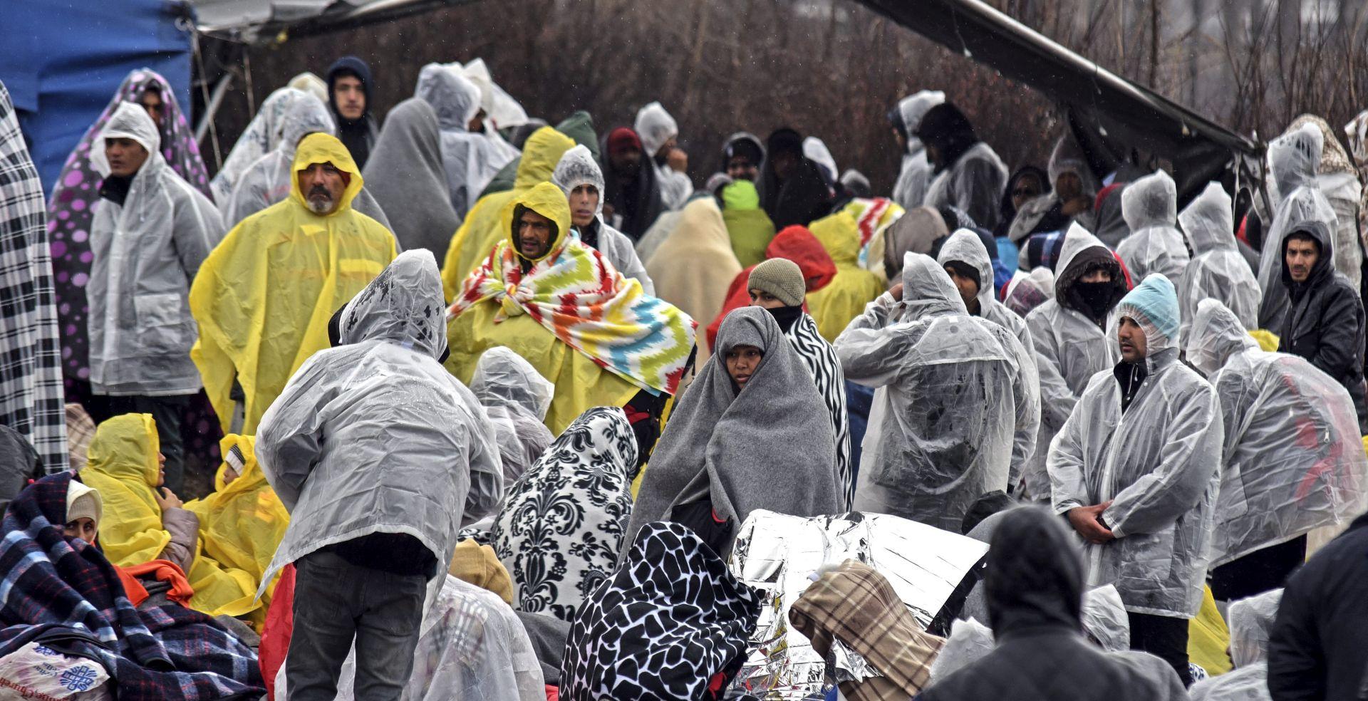 Srbijanska policija zaustavila 150 migranata koji su pješice krenuli u Hrvatsku