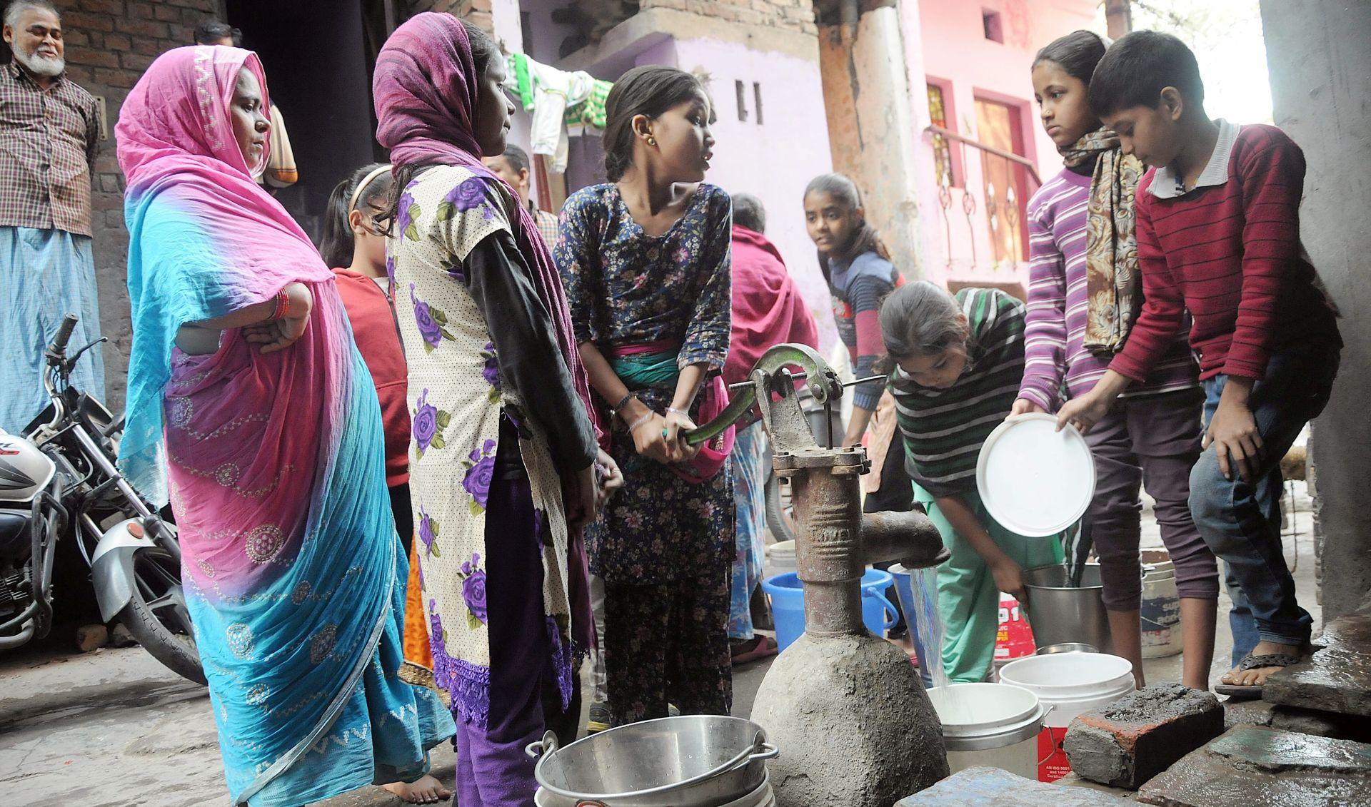 Voda se počela polako vraćati u New Delhi