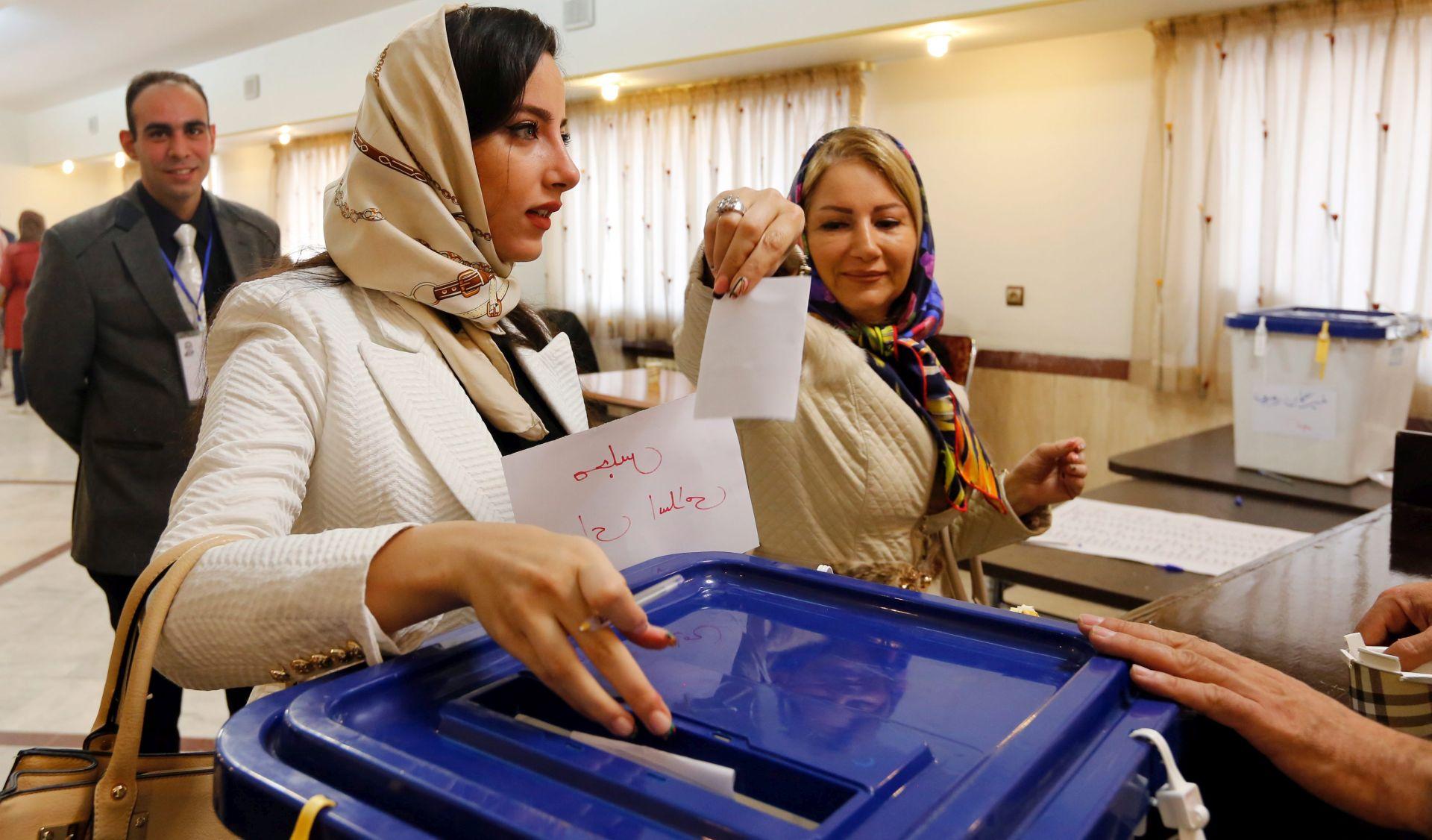 PARLAMENTARNI IZBORI: Iran produljio glasanje zbog navale glasača