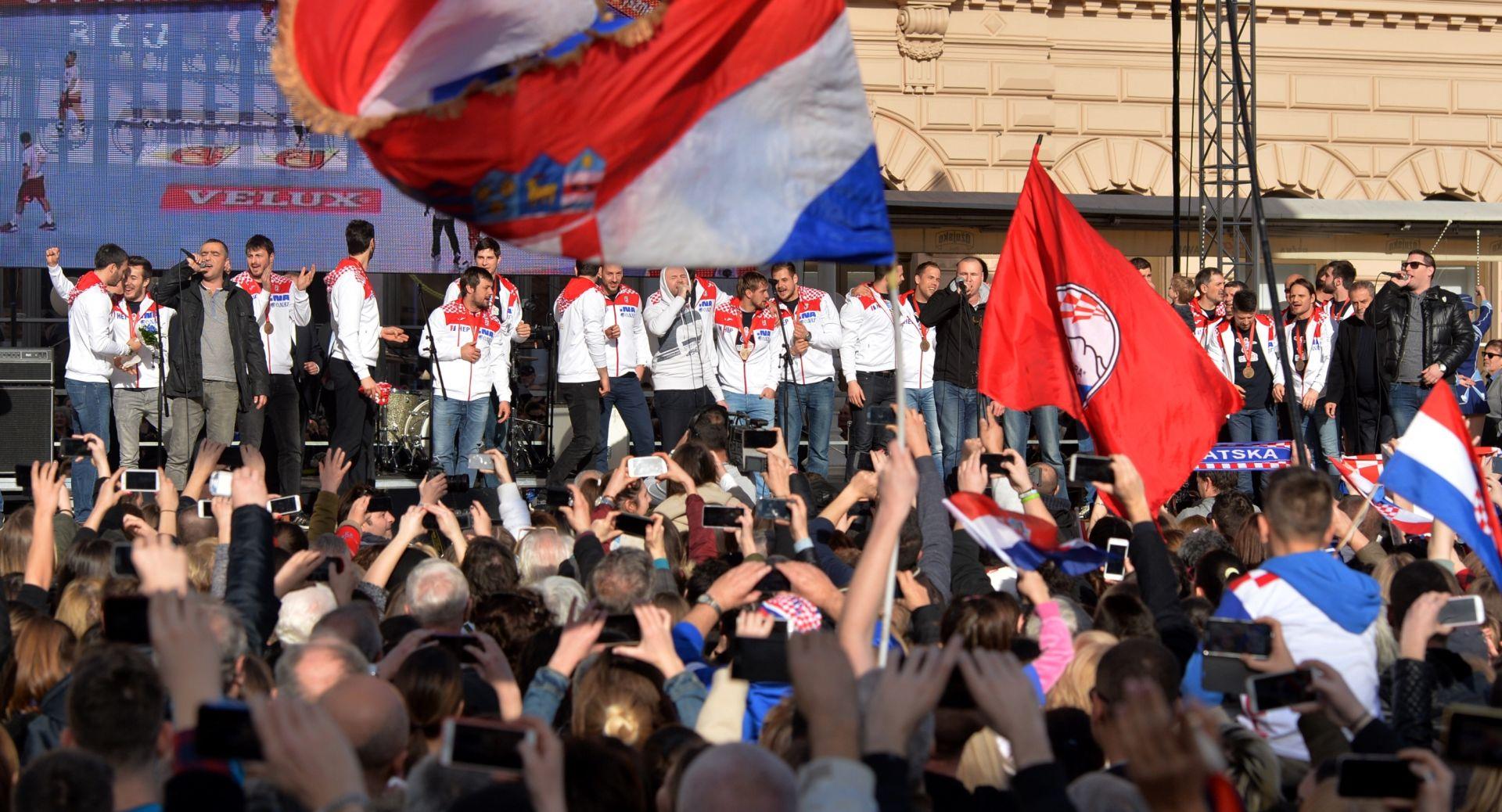 """HRVATSKI RUKOMETNI SAVEZ """"Dragi navijači, zauvijek ćemo pamtiti doček na Trgu"""""""