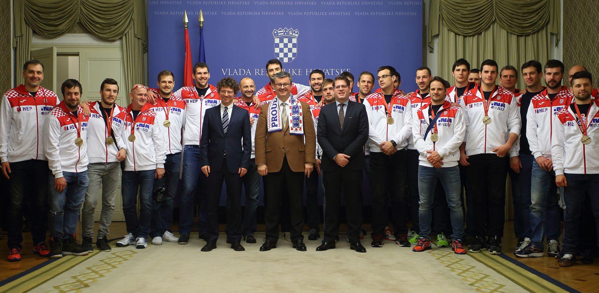 PREMIJER PRIMIO BRONČANE RUKOMETAŠE Orešković obećao potporu rukometašima