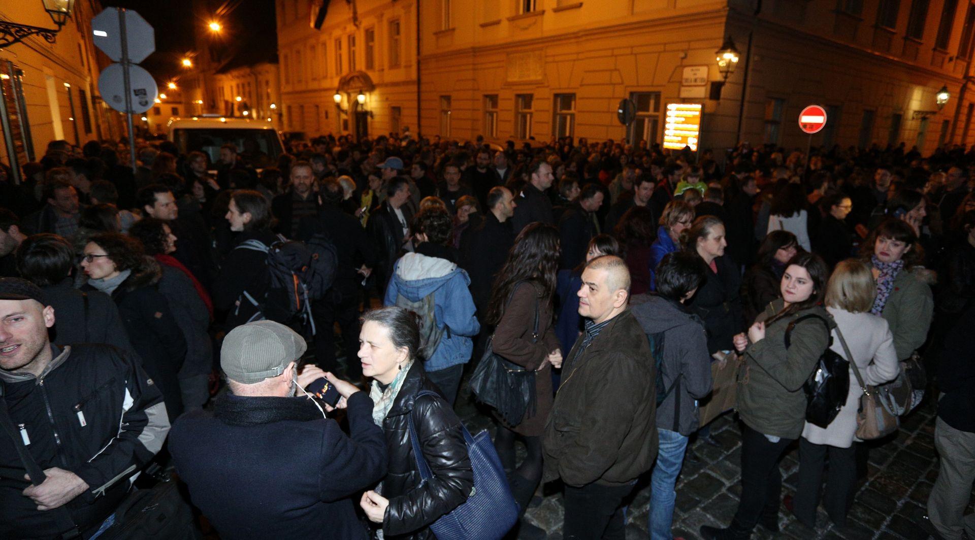 """MARKOV TRG Preko tisuću """"izdajnika"""" okupilo se na prosvjedu Radničke fronte"""