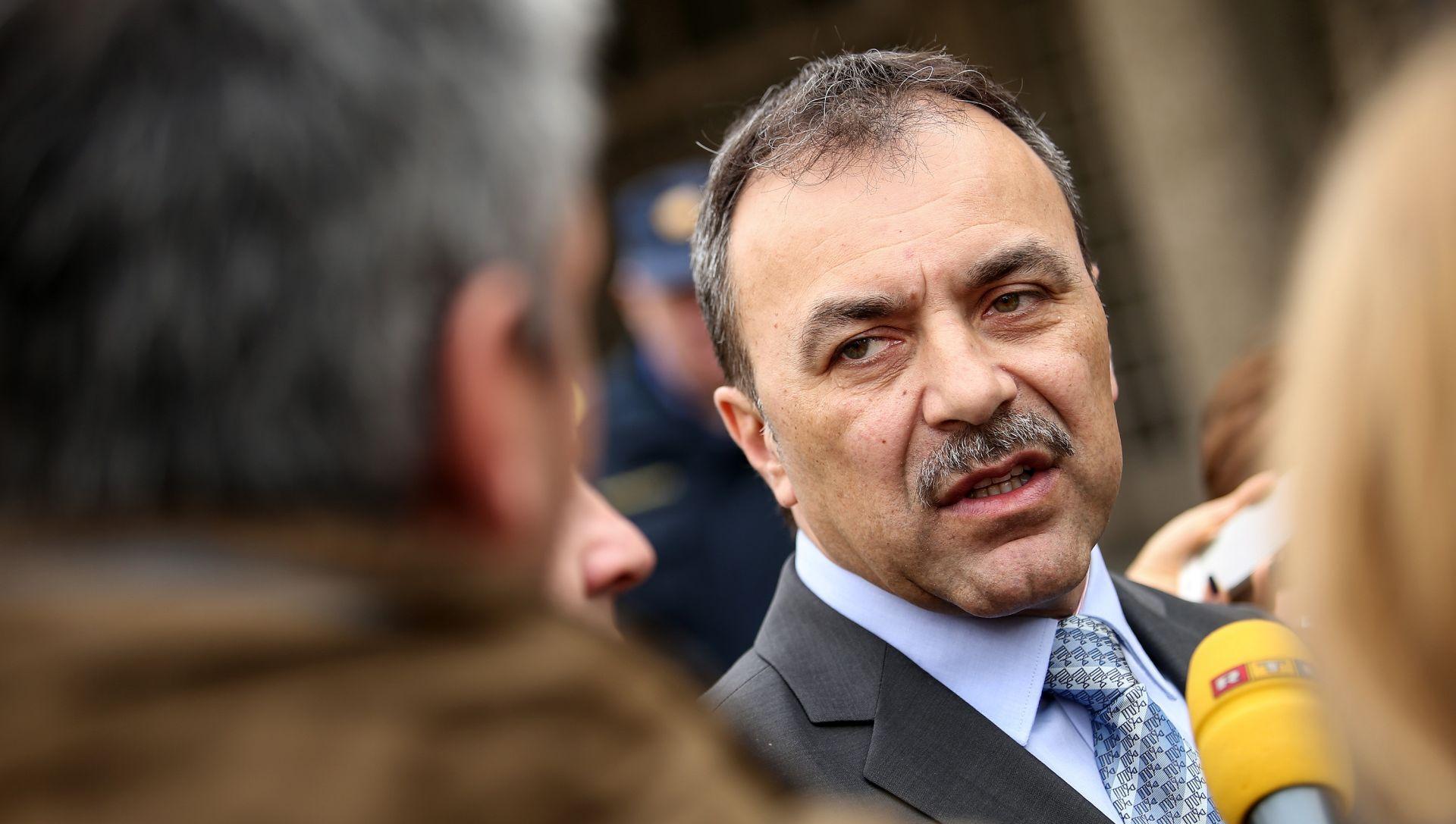 NOVI REŽIM Ministar Vlaho Orepić najavio stavljane kampa u Slavonskom Brodu u hladni pogon