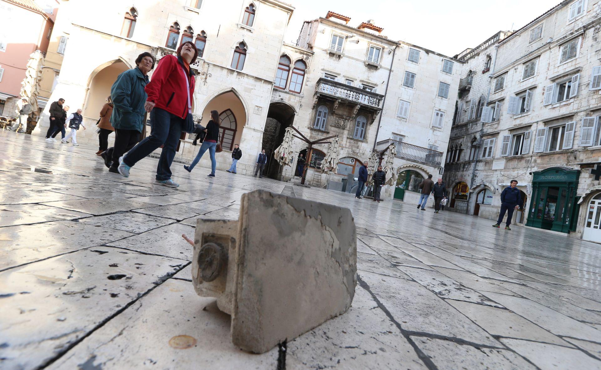 Sa splitskog hotela pao 30 kilograma težak kamen, nema ozlijeđenih