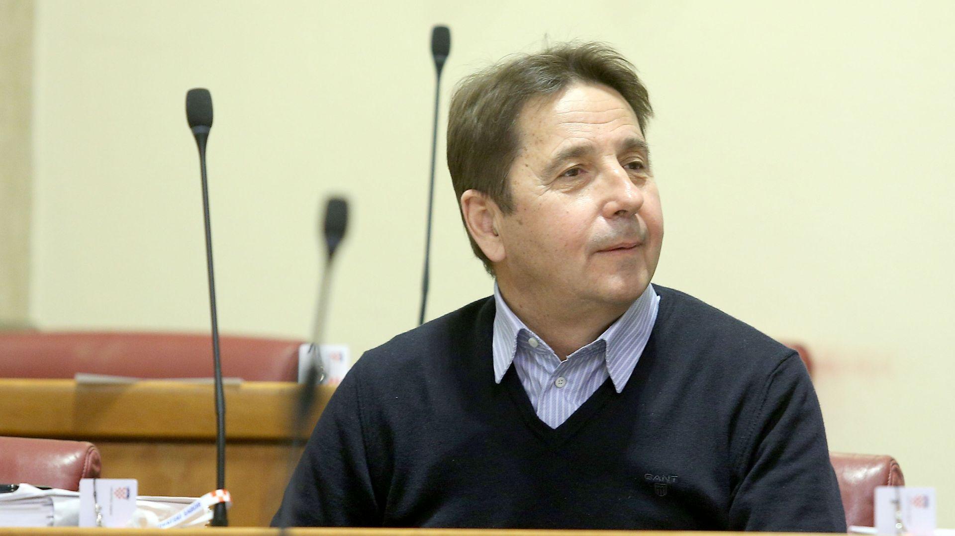 """PETRINA """"Ako bi netko trebao dati ostavku, onda je to predsjednica Republike Grabar-Kitarović"""""""