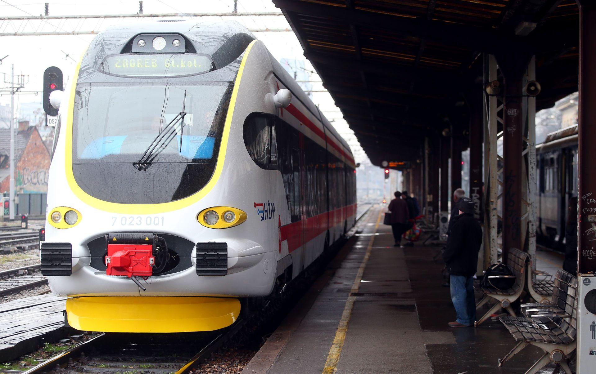 FOTO: U promet pušten prvi regionalni dizel-električni vlak