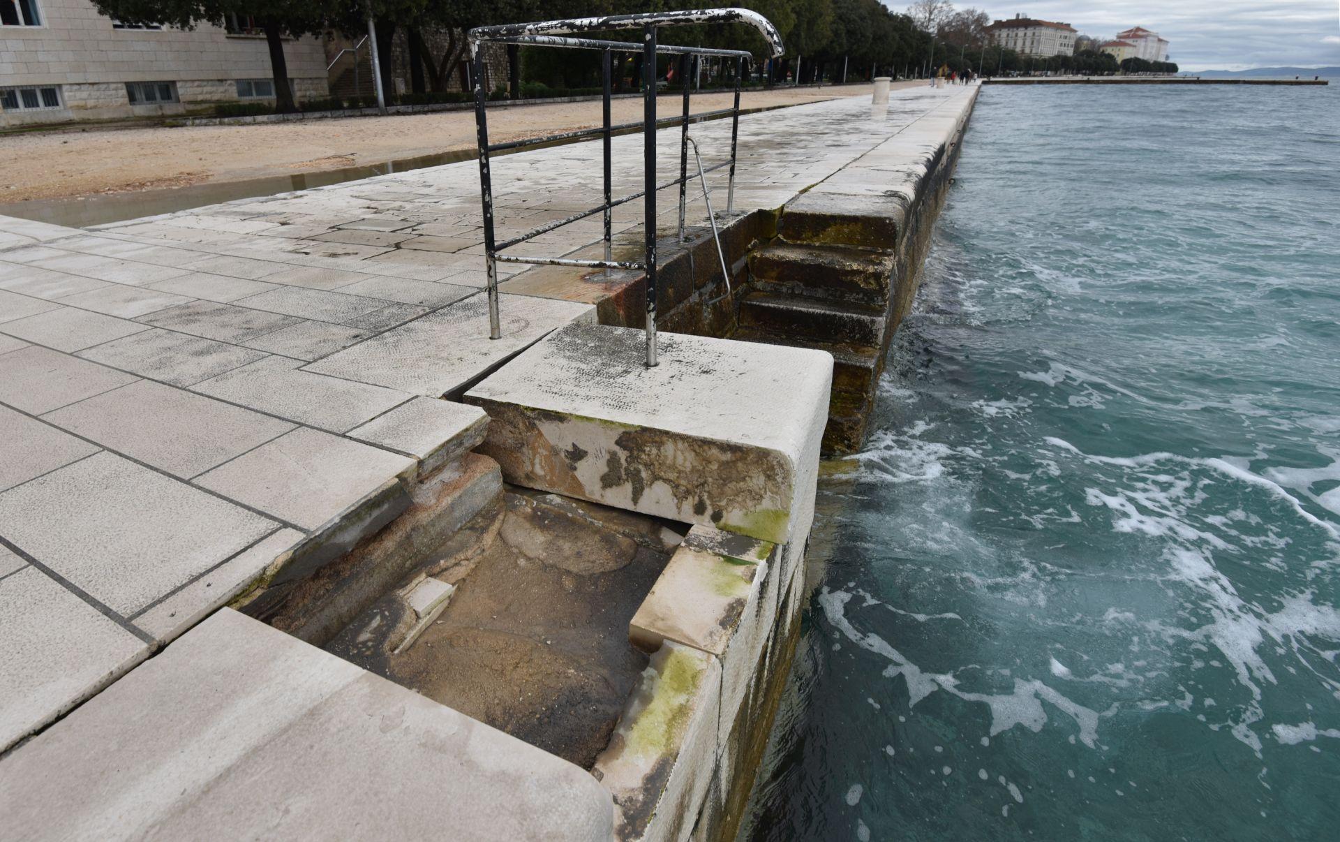 FOTO: ZNAČAJNA ŠTETA Jako jugo oštetilo Morske orgulje u Zadru