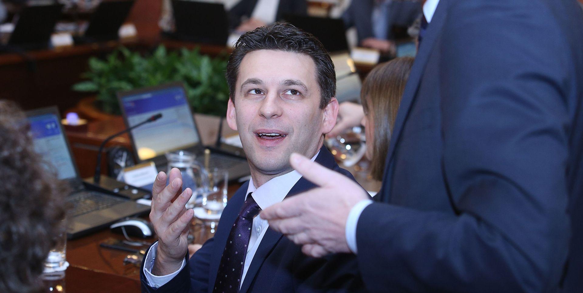 REAGIRALI I IZ UREDA PREDSJEDNICE: MOST 'Predsjednica nije pokazivala nikakve snimke Boži Petrovu'