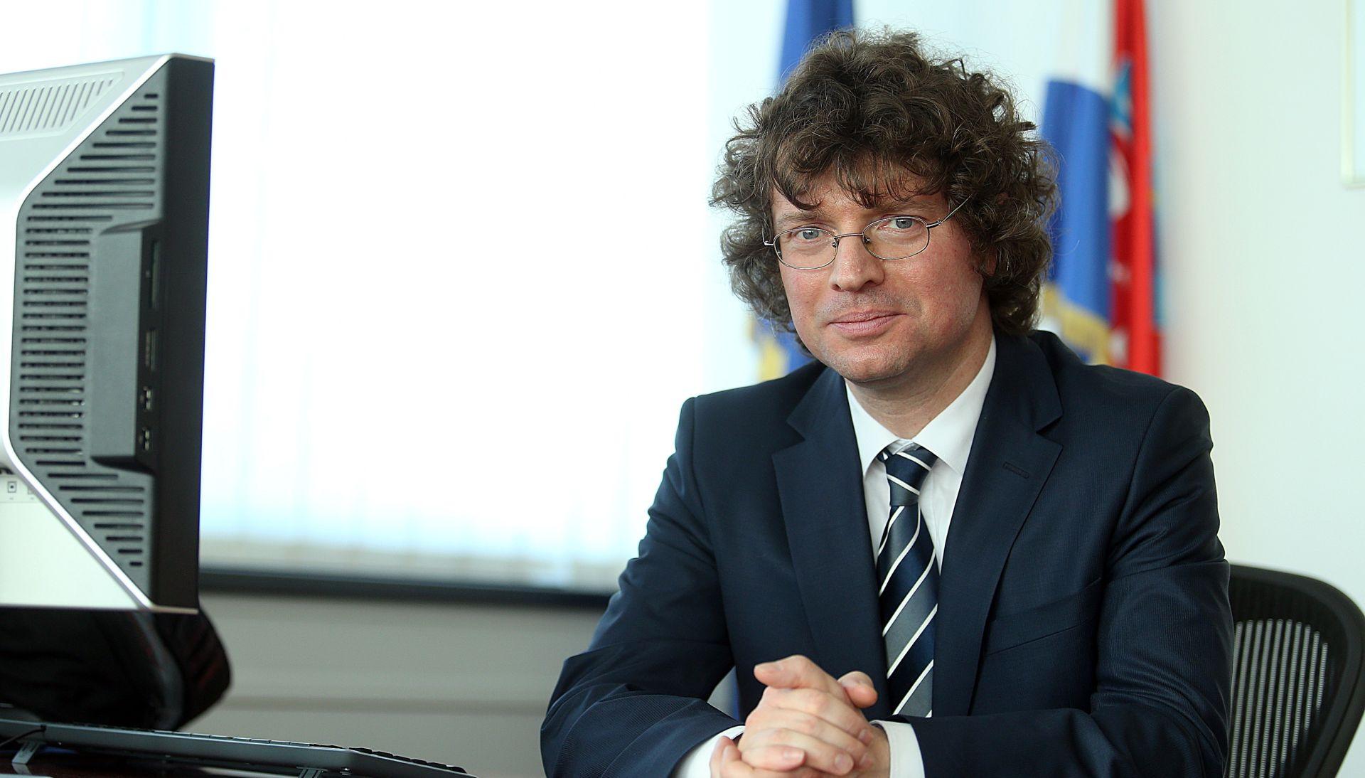 """ŠUSTAR """"Ako se utvrdi da je Brkić plagirao, a postane ministar, to je udarac cijeloj Vladi"""""""
