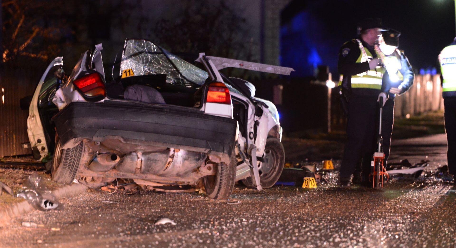 TEŠKA PROMETNA NESREĆA U BOSNI Troje mladih ljudi poginulo u frontalnom sudaru dva automobila