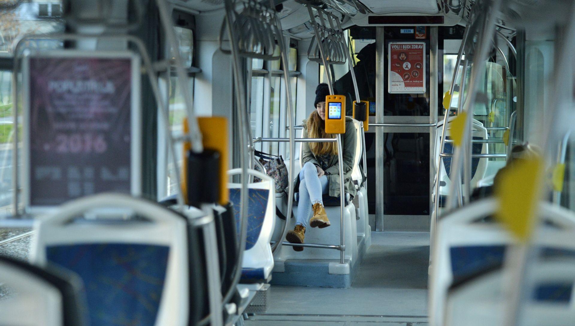 SUDAR DVA TRAMVAJA U ZAGREBU Ozlijeđeno nekoliko putnika, tramvajski promet preusmjeren