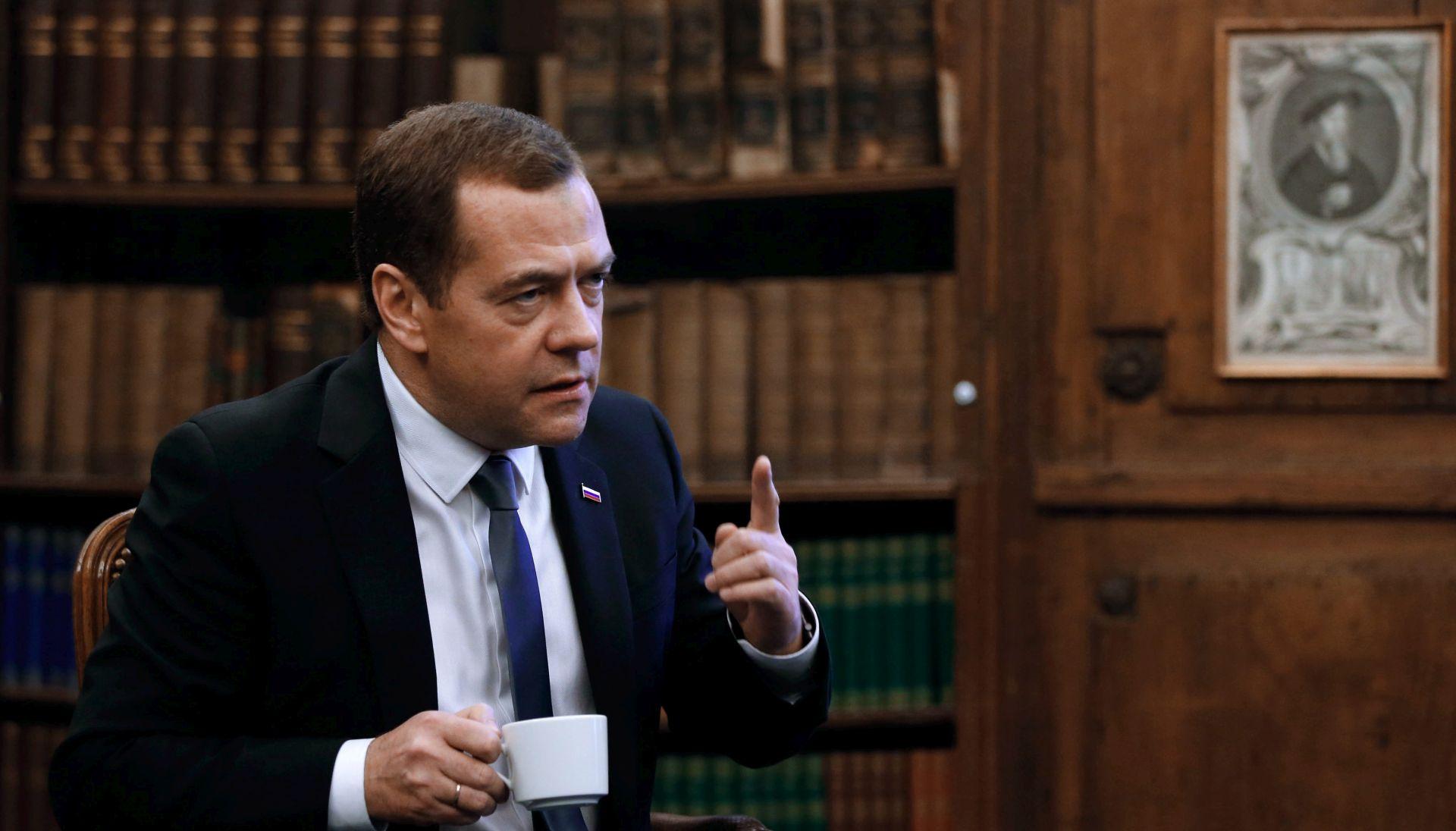 MEDVEDEV: 'Američki napadi na Siriju su na korak od sukoba s Rusijom'