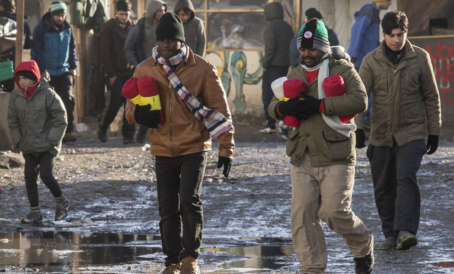 Više od 2300 migranata napustilo Džunglu Calaisa