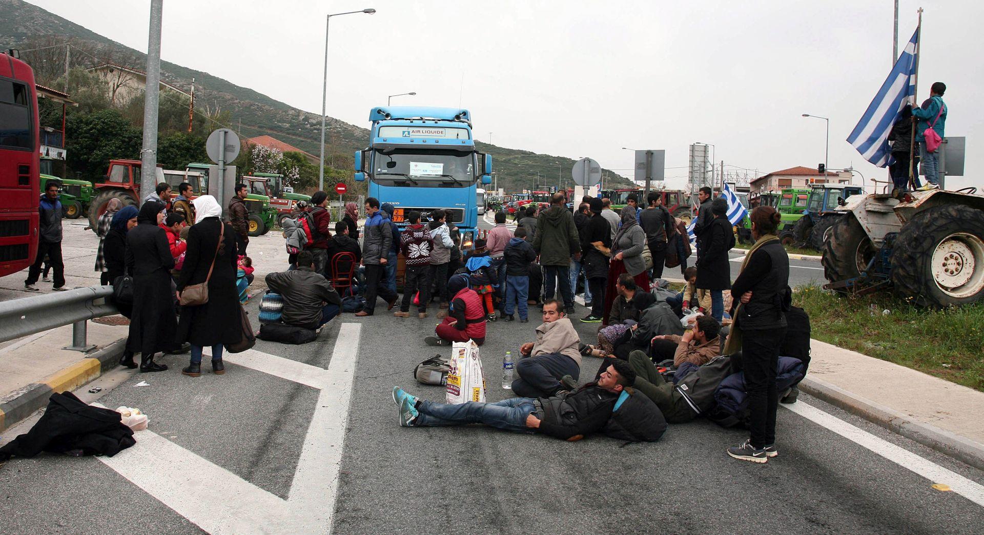 TRAŽE SLOBODAN PROLAZ: Migranti blokirali autocestu u Grčkoj