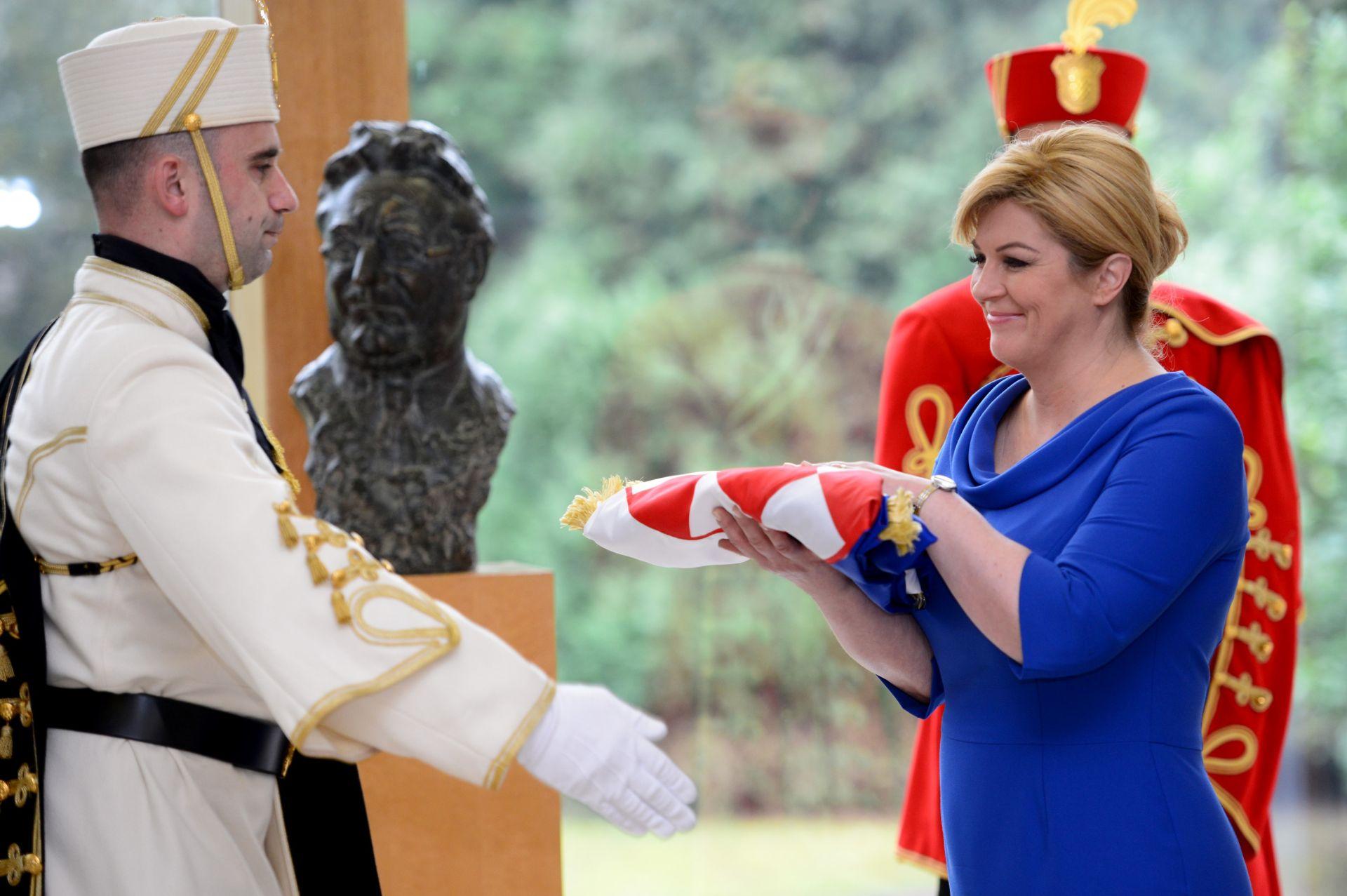 OTKRIVANJE BISTE FRANJE TUĐMANA Grabar-Kitarović: Ako je itko zaslužio da njegova bista bude ovdje, to je prvi hrvatski predsjednik