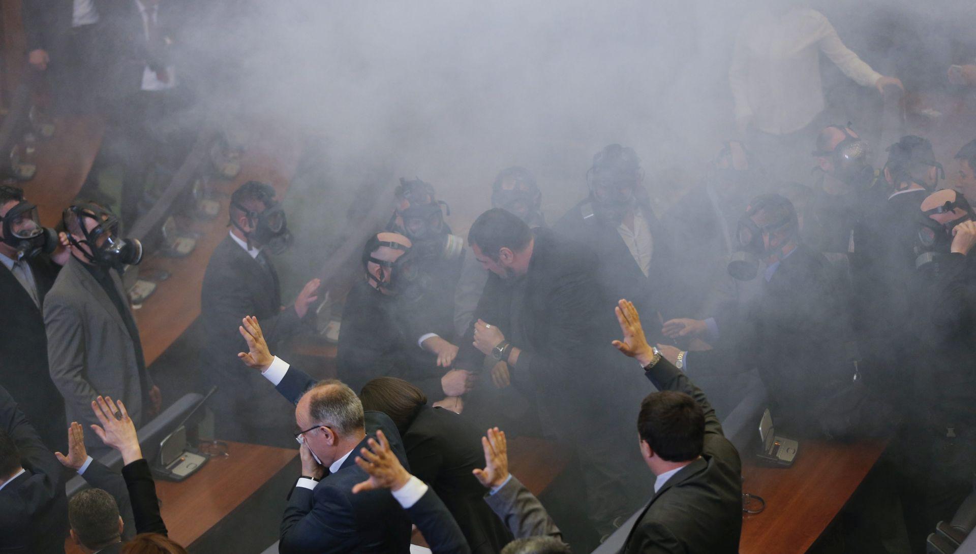 NASILJE NA ULICAMA: Prosvjedi na Kosovu uoči glasovanja o granici s Crnom Gorom