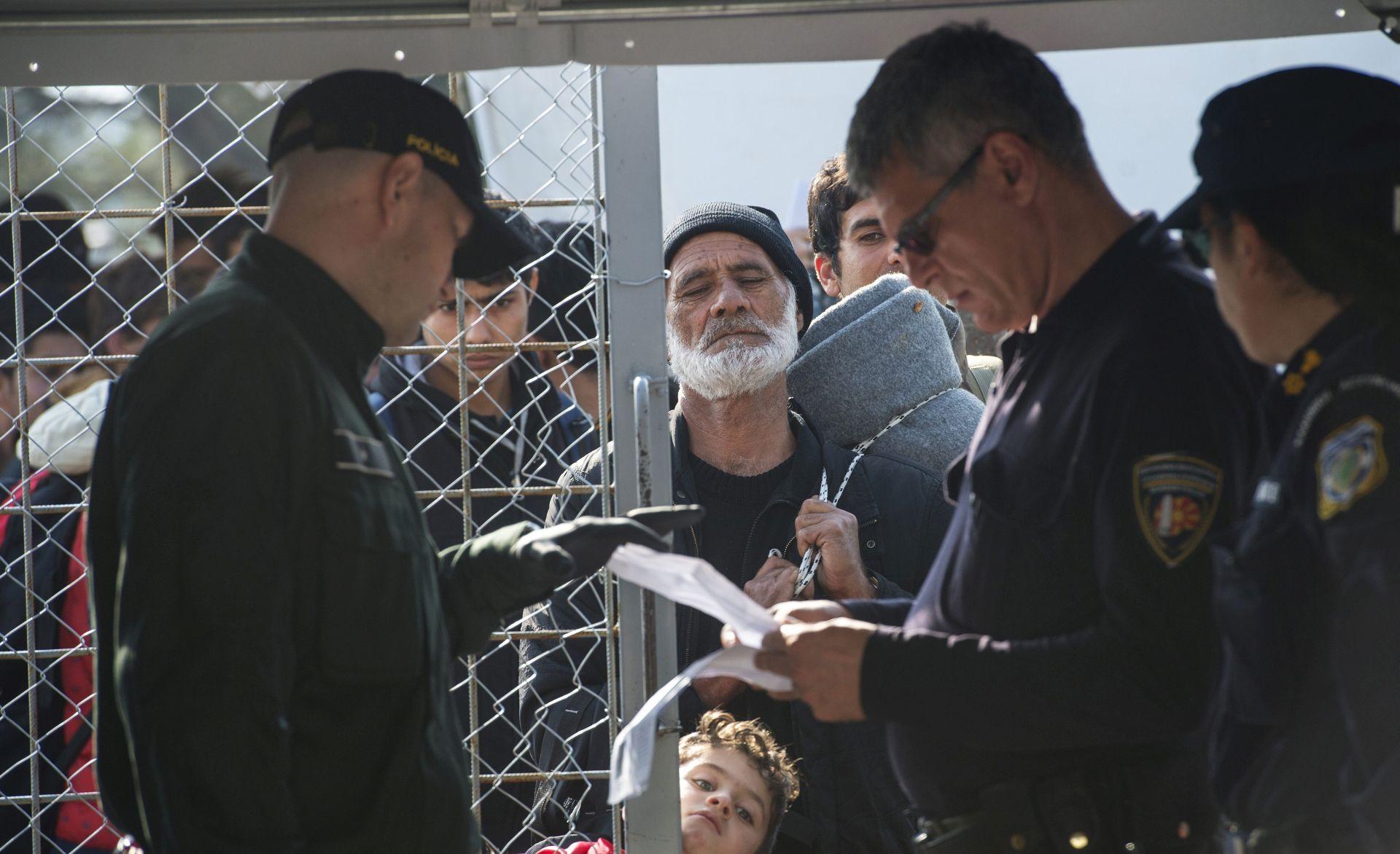 MUP Srbije: Granica s Makedonijom nije zatvorena, u tijeku selektiranje izbjeglica