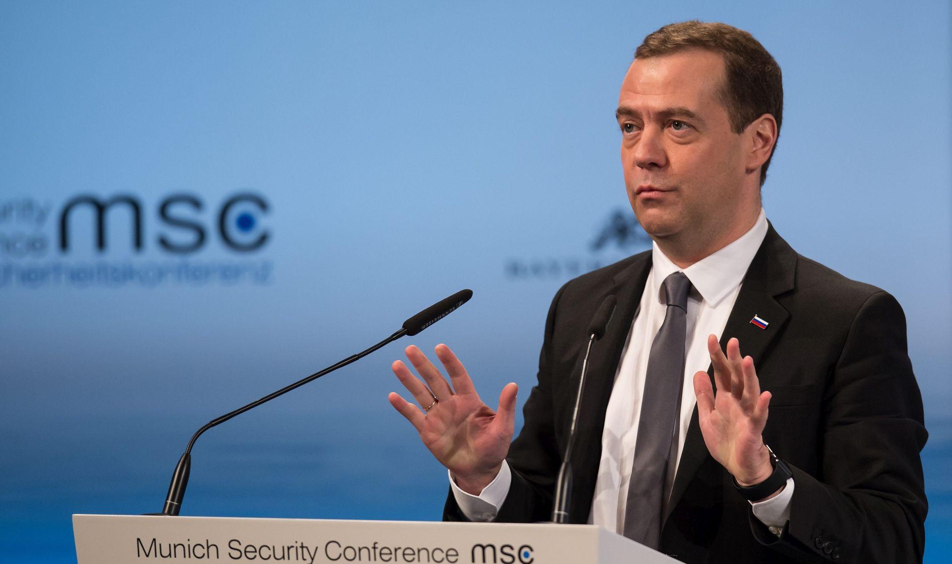 Medvedev: Rusija ne bombardira civile, na pomolu novi Hladni rat