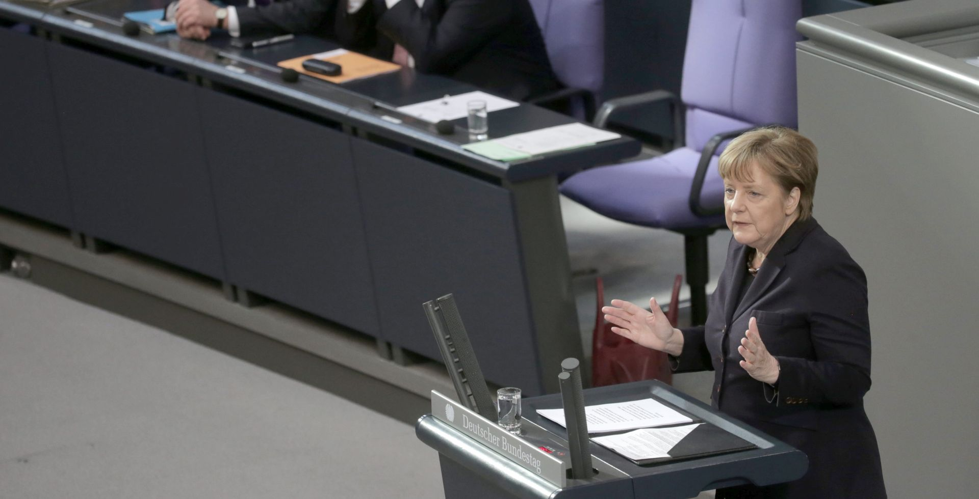 SVLADAVANJE KRIZA: Merkel u Bundestagu pozvala europske čelnike na jedinstvo