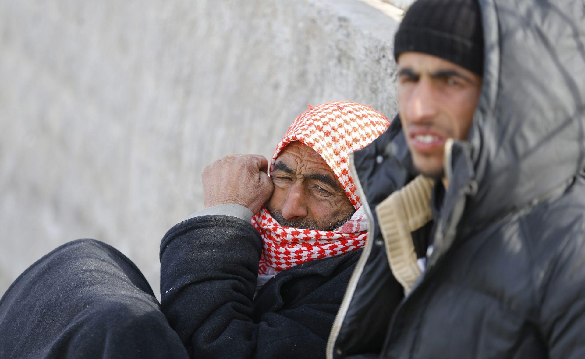 NA TURSKOJ GRANICI: 20.000 Sirijaca u bijegu iz Alepa blokirano