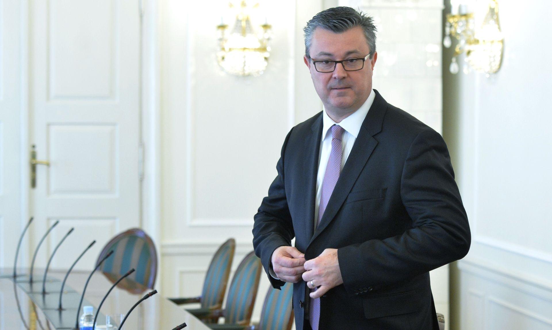 REZULTATI ANKETE: Građani dali dvojku Oreškovićevom timu