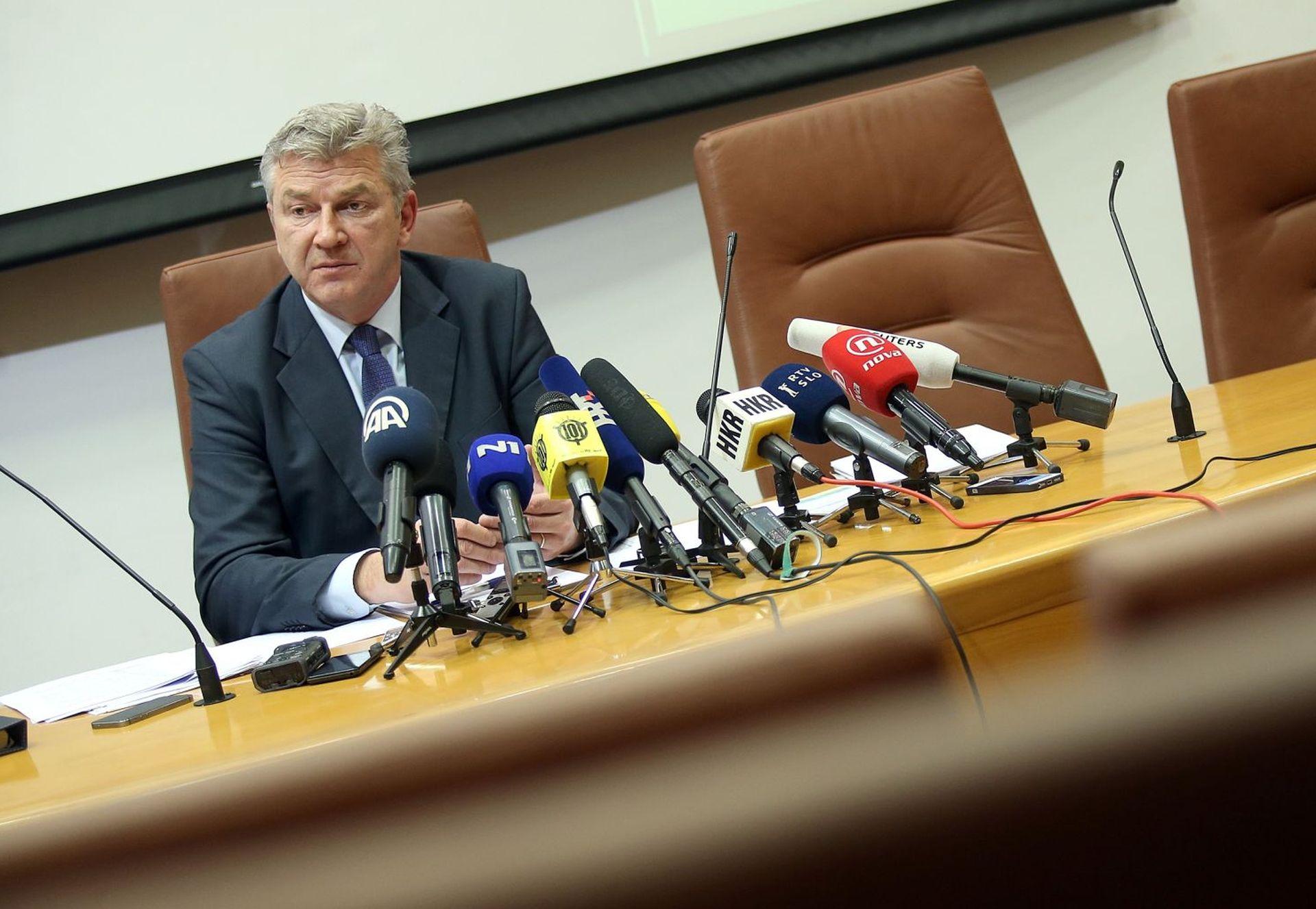 Odbor za Ustav dao za pravo Ostojiću: Odbor za nacionalnu sigurnost trebao je raspravljati o Lozančićevoj smjeni