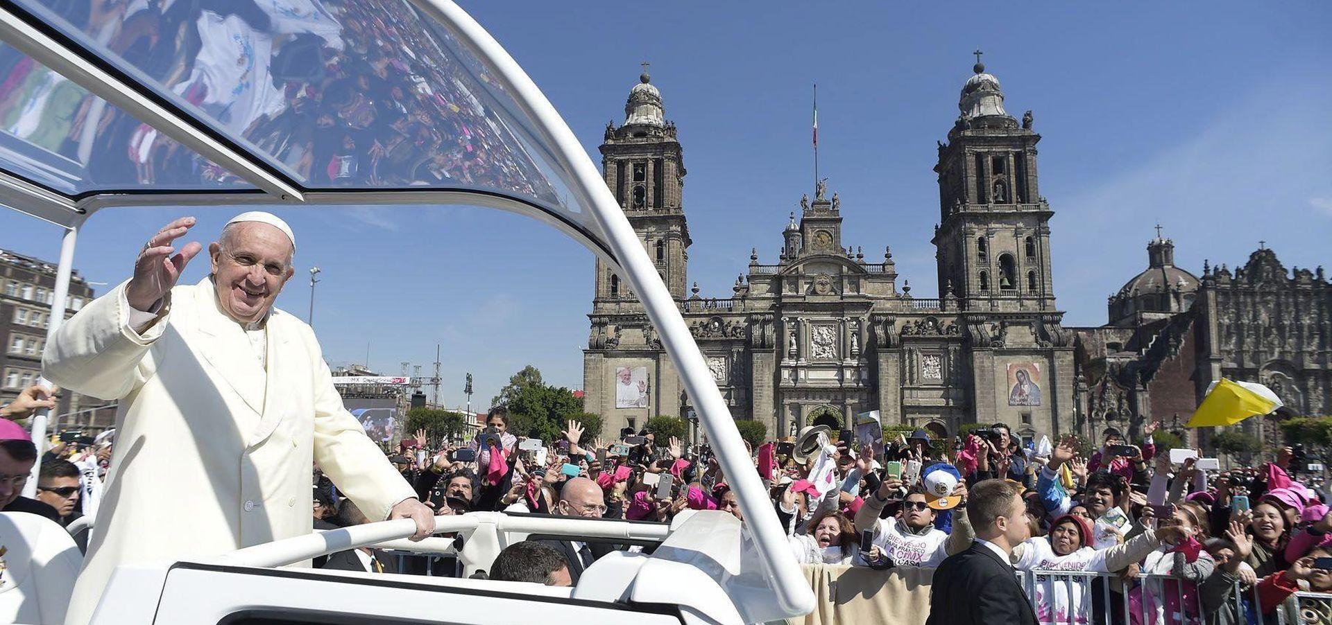 UPOZORIO I NA EKOLOŠKU KRIZU: Papa u Meksiku pozvao na traženje oprosta od urođenika