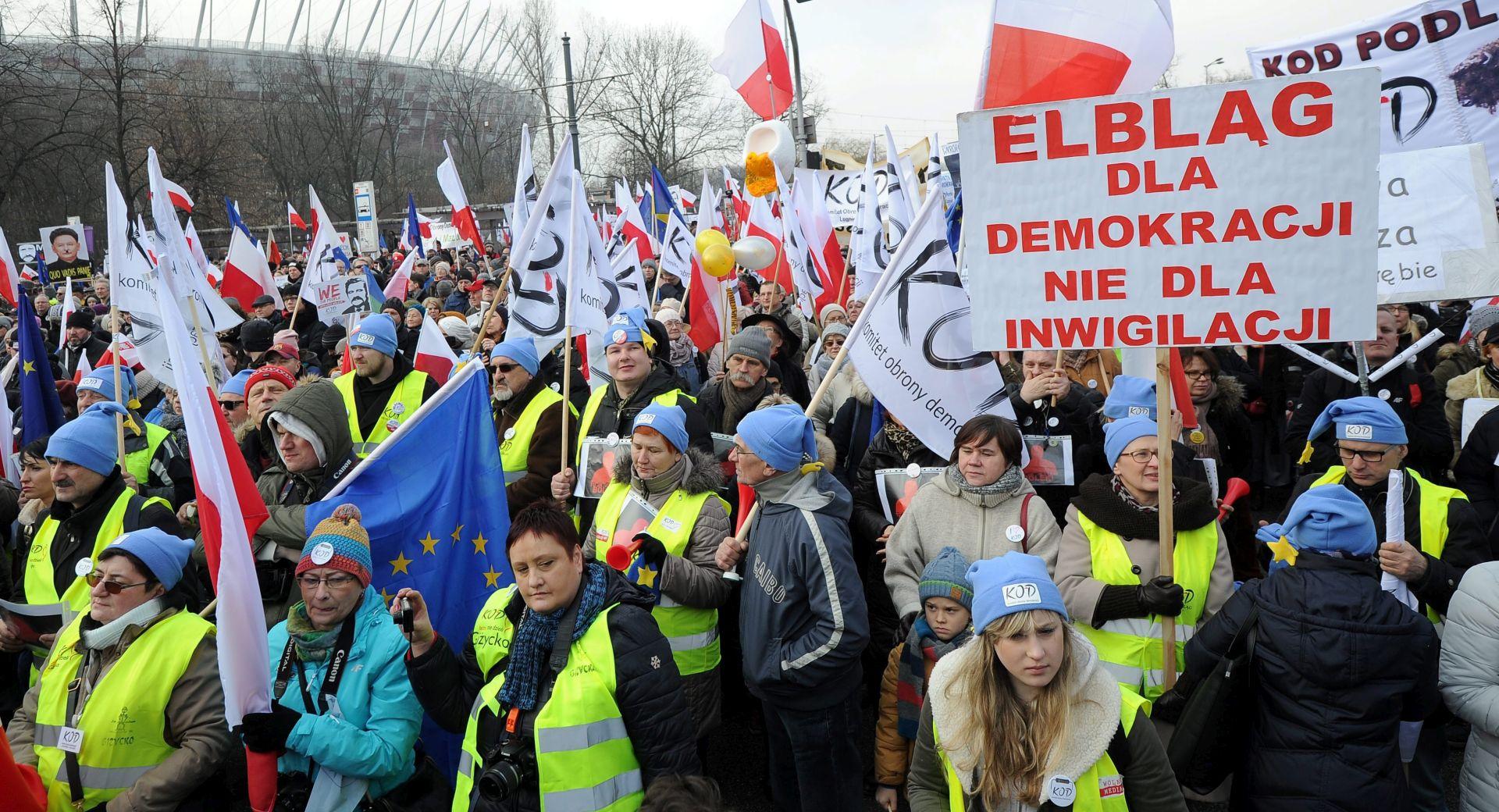 PROSVJED U POLJSKOJ: Tisuće Poljaka na ulicama Varšave za obranu demokracije