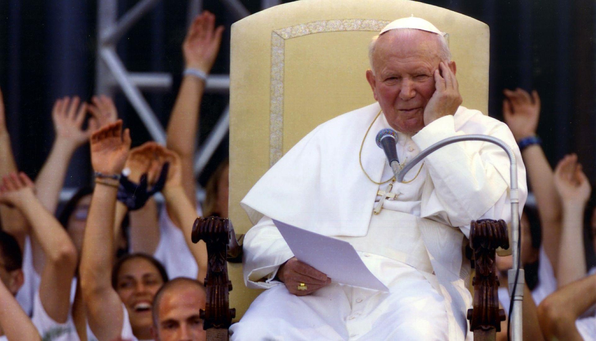BBC OTKRIO Pisma Ivana Pavla II. upućuju na intimnu i blisku vezu pape s udanom ženom