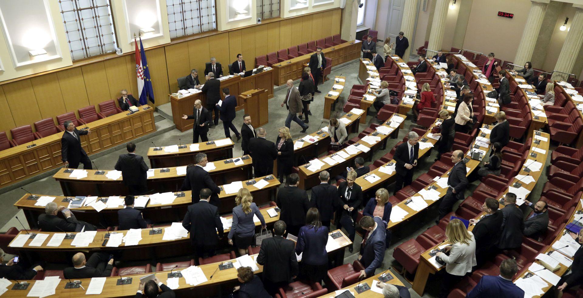 SDP I HNS NEZADOVOLJNI NAČINOM RADA Sabor objedinjeno raspravlja o Radmanovu razrješenju i Kovačićevu imenovanju
