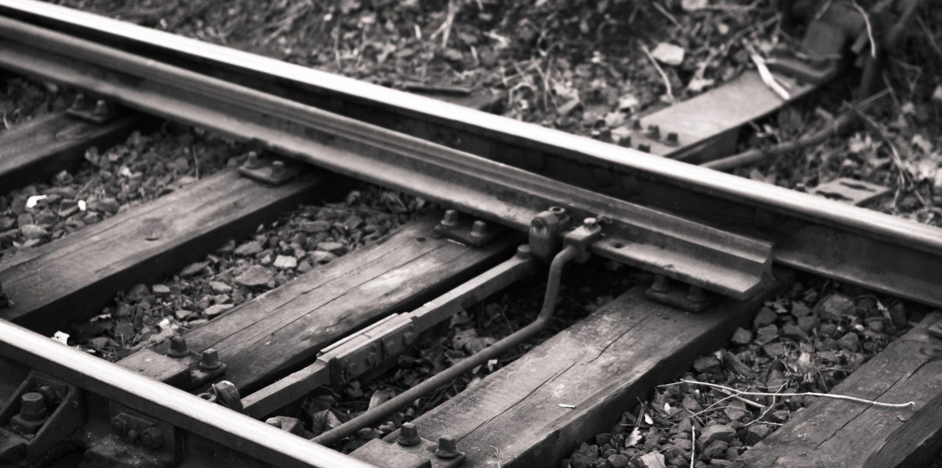 U BLIZINI ŠIBENIKA Maloljetnica lakše ozlijeđena u željezničkoj nesreći