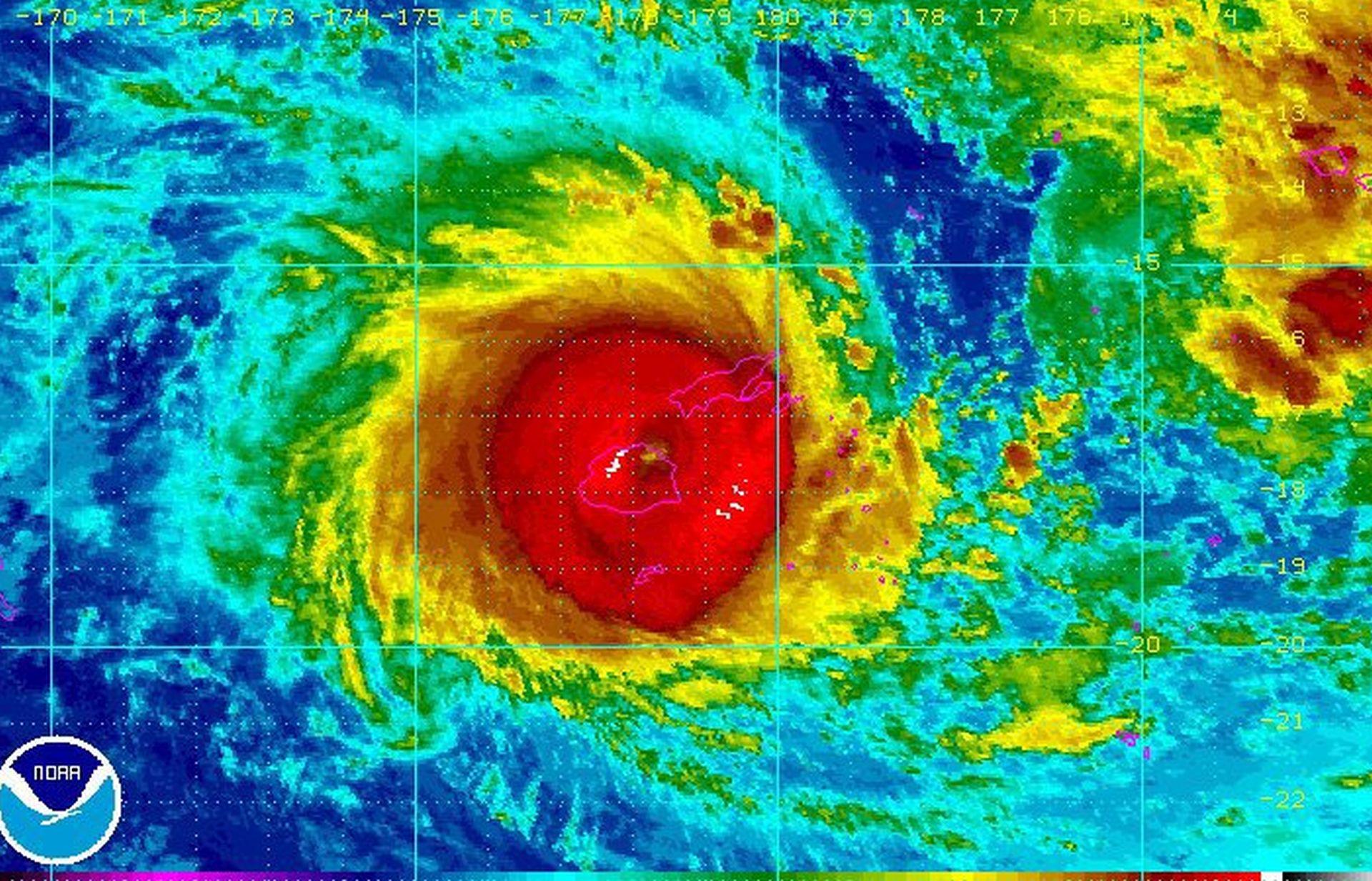VIDEO URAGAN WINSTON: Vjetar brzine preko 350 km/h razara otok Fiji, uveden policijski sat