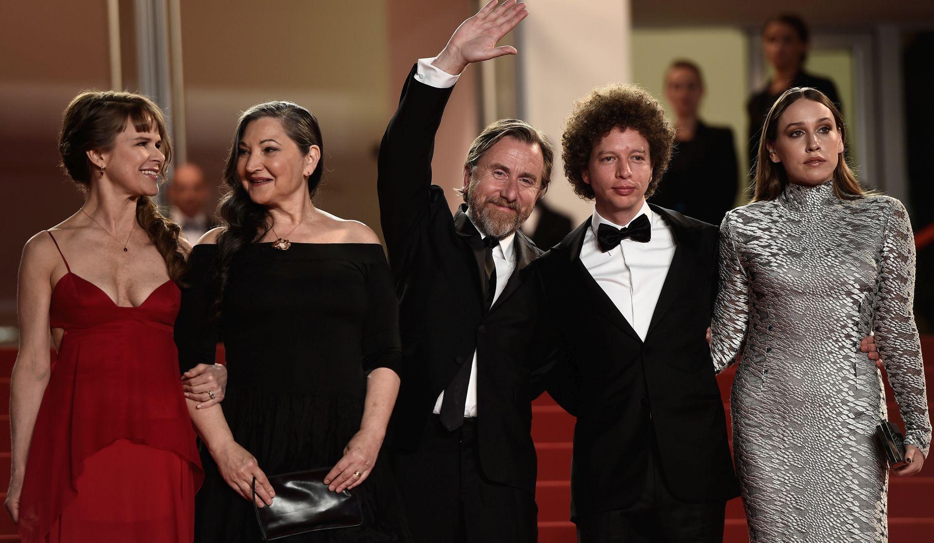 Nailea Norvind, Robin Bartlett, Tim Roth, Michel Franco i Sarah Sutherland. FOTO: Ian Gavan/Getty Images