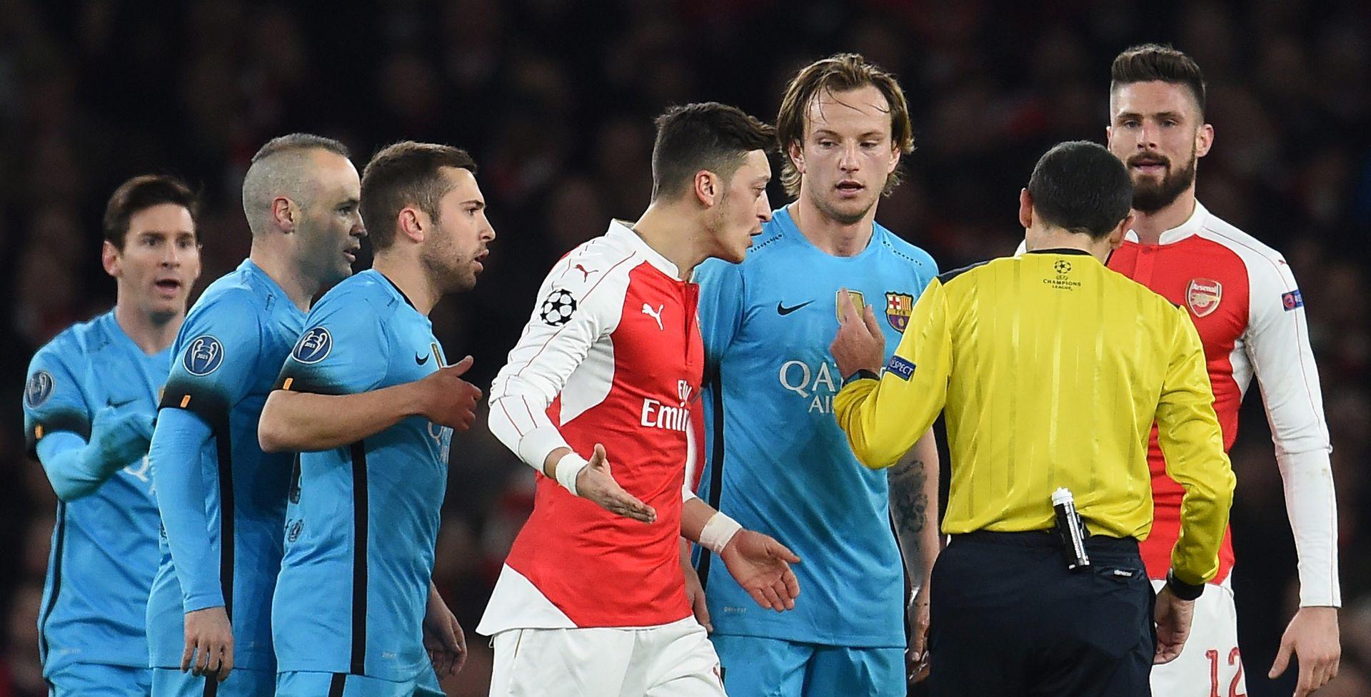 Barcelona nudi tri igrača za Özila?