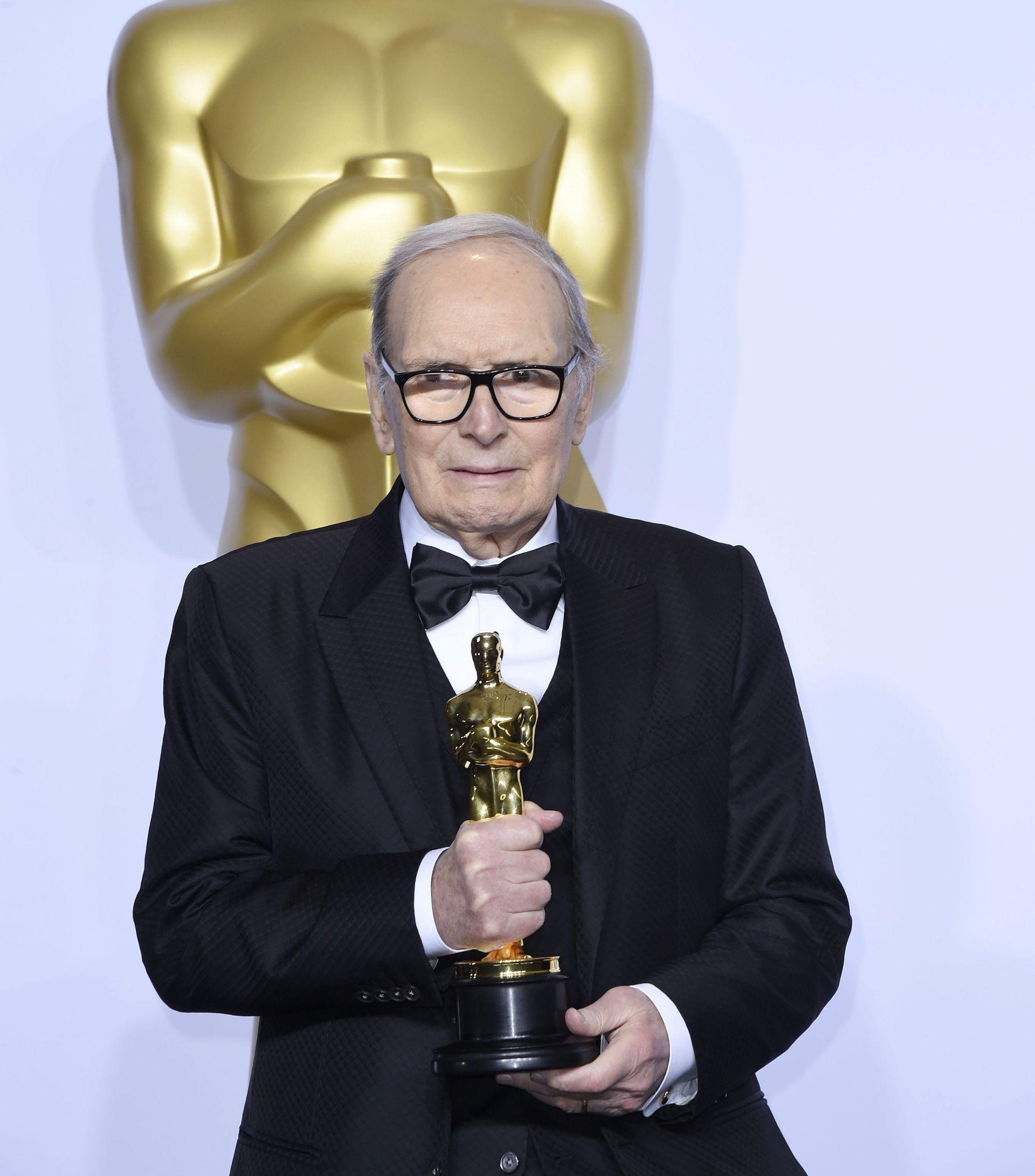 SVI PRIČAJU O DI CAPRIJU I legendarni Ennio Morricone dobio svog prvog 'pravog' Oscara