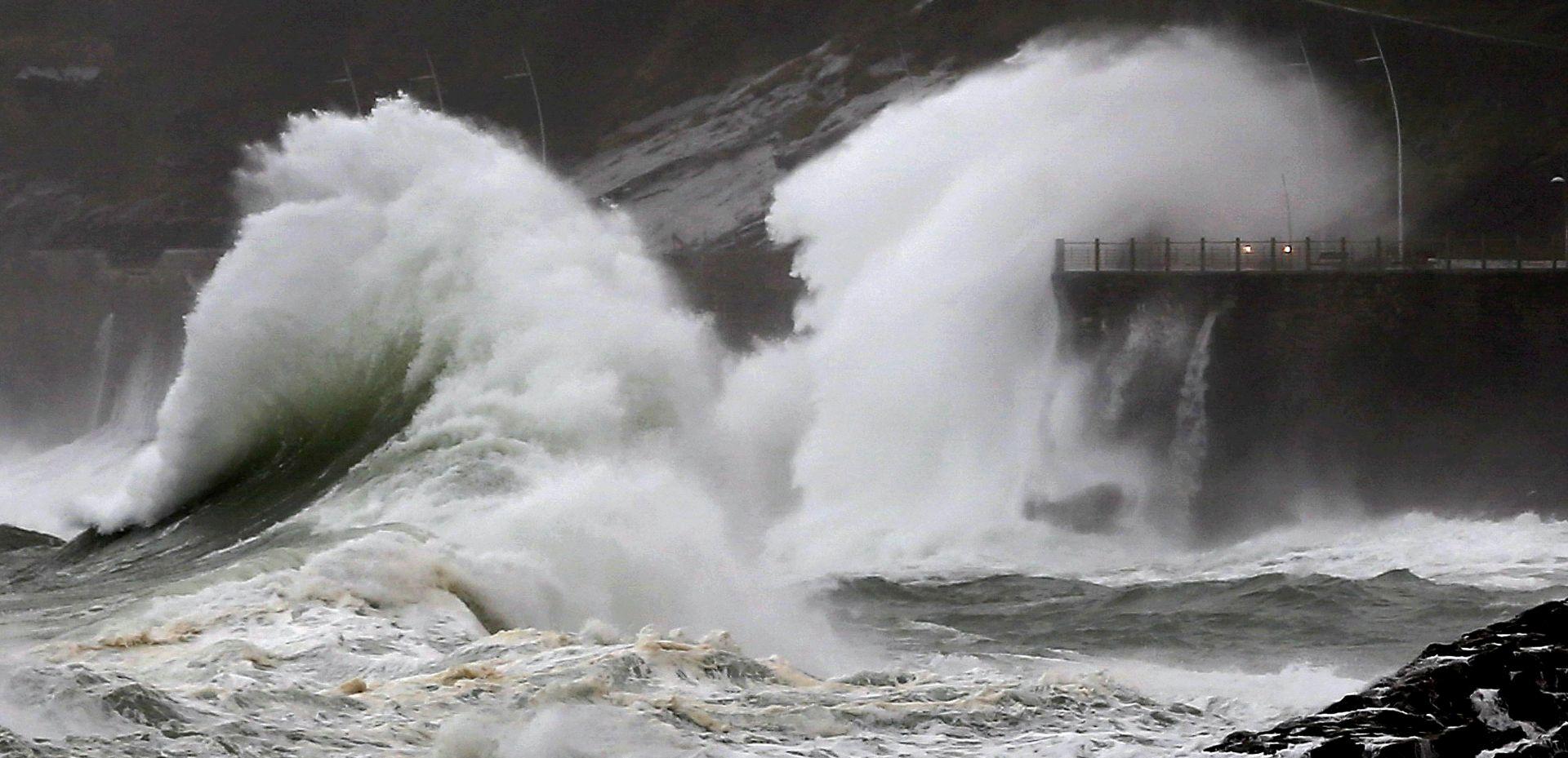 Oluja na zapadu Europe: Manja šteta i otkazivanje letova