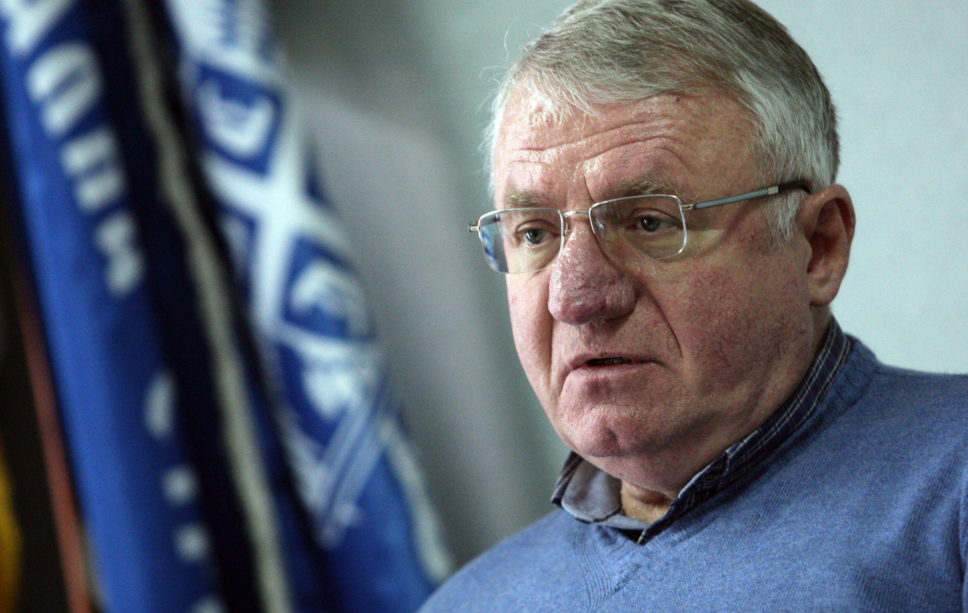 Radikali najavili miting u Hrtkovcima, Šešelj gazio hrvatsku zastavu