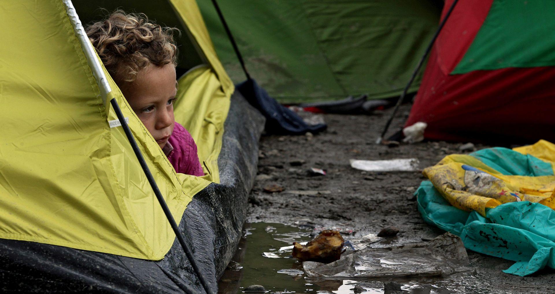 Merkel poziva Grčku da brzo zbrine izbjeglice
