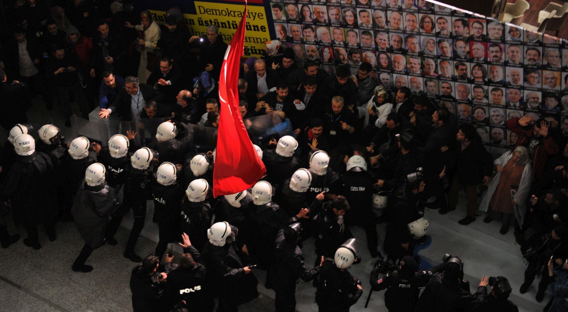Nasmiješeni Erdogan na Zamanovoj naslovnici nakon preuzimanja