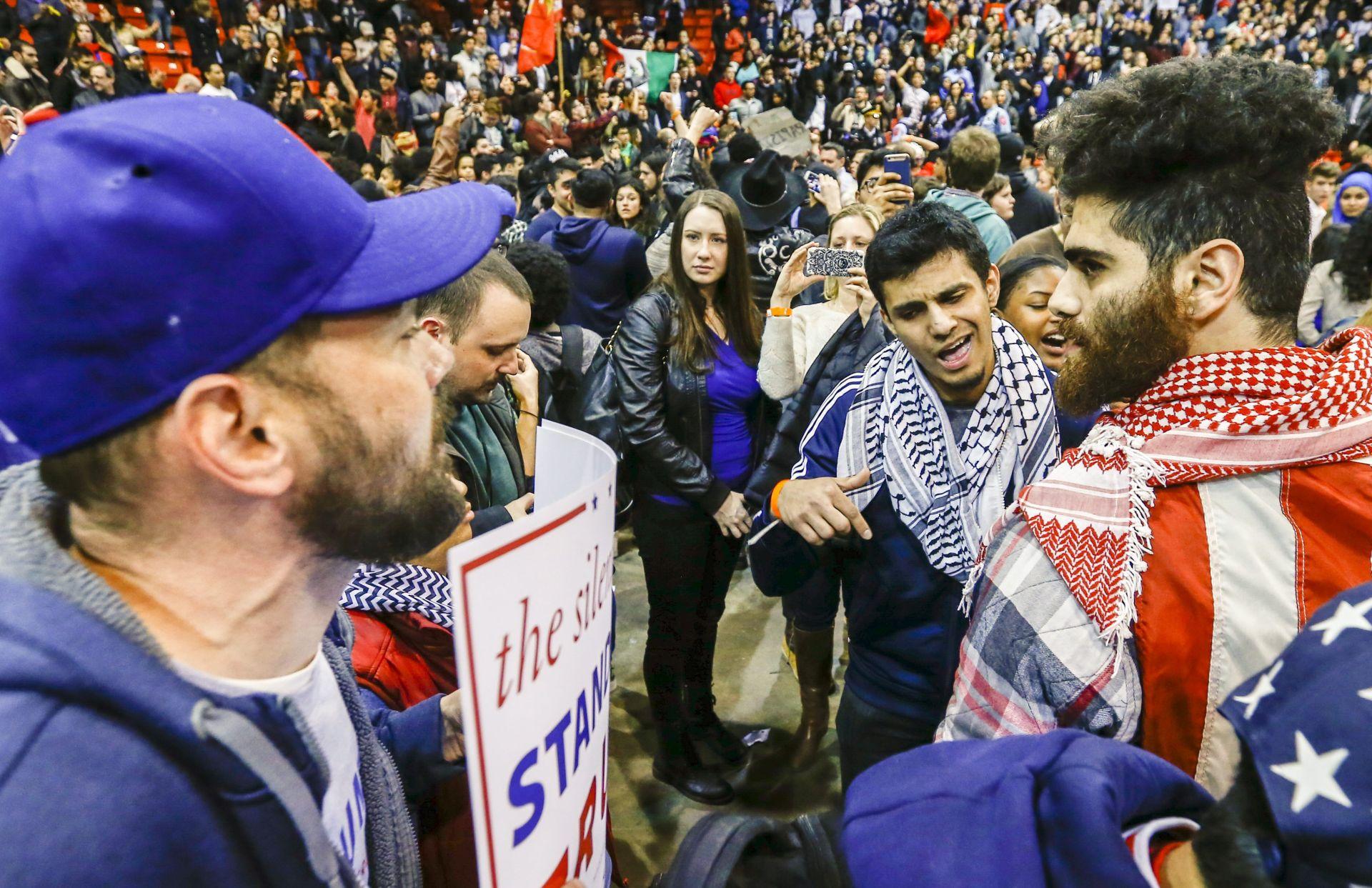"""Trump krivi """"komunista Sandersa"""" za sukobe u Chicagu"""