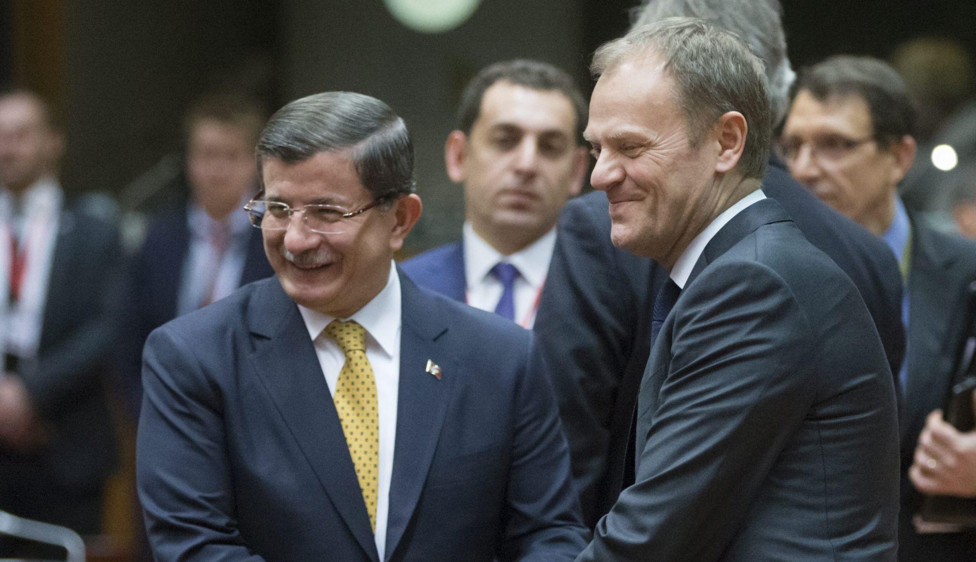 TUSK: Sporazum je jednoglasno prihvaćen, od nedjelje izbjeglice iz Grčke vraćaju se u Tursku