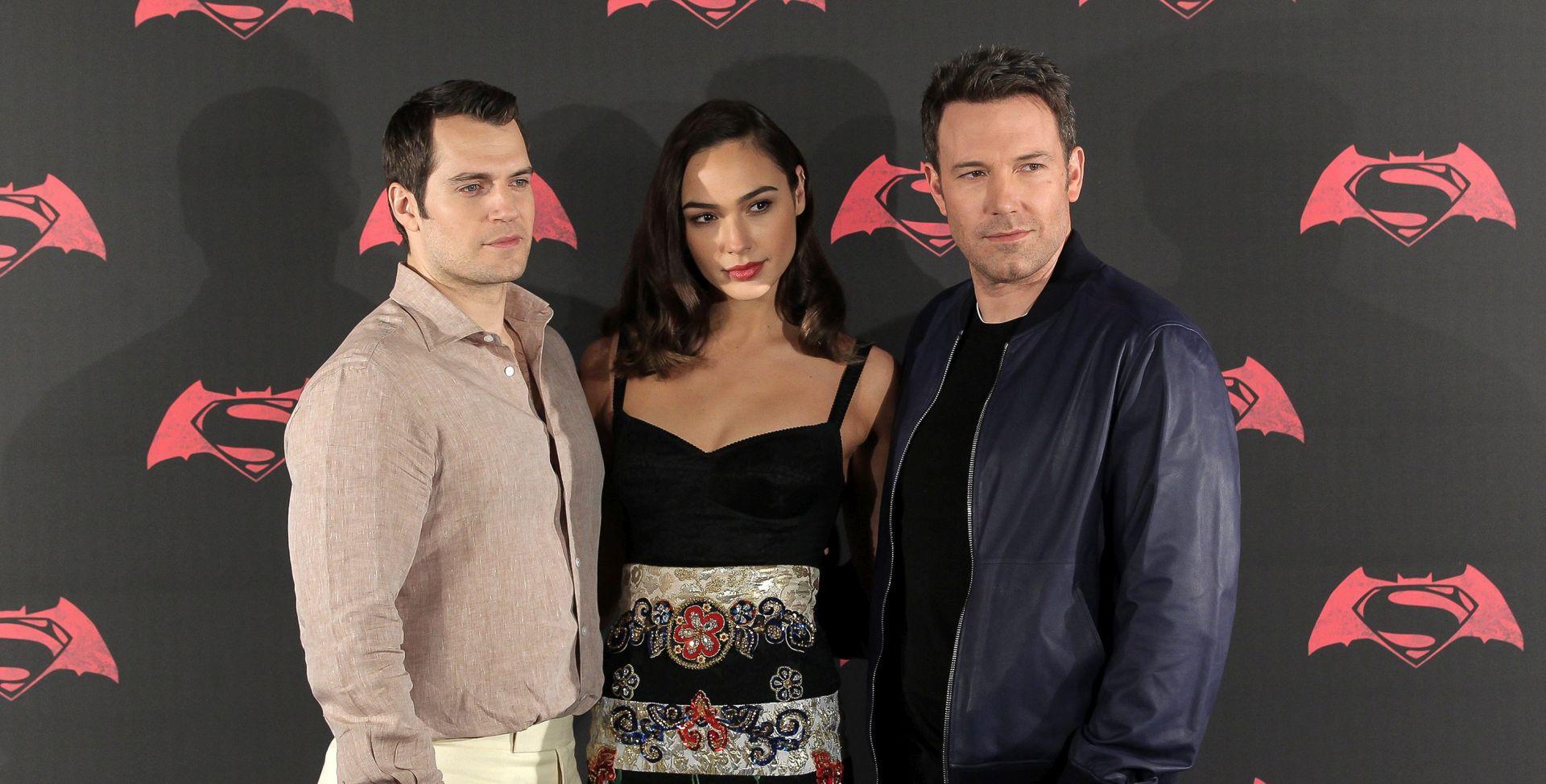 VIDEO: LAKO ZA KRITIČARE! Obožavatelji pohrlili u kina, 'Dawn of Justice' u pet dana 'uzeo' 424 milijuna dolara