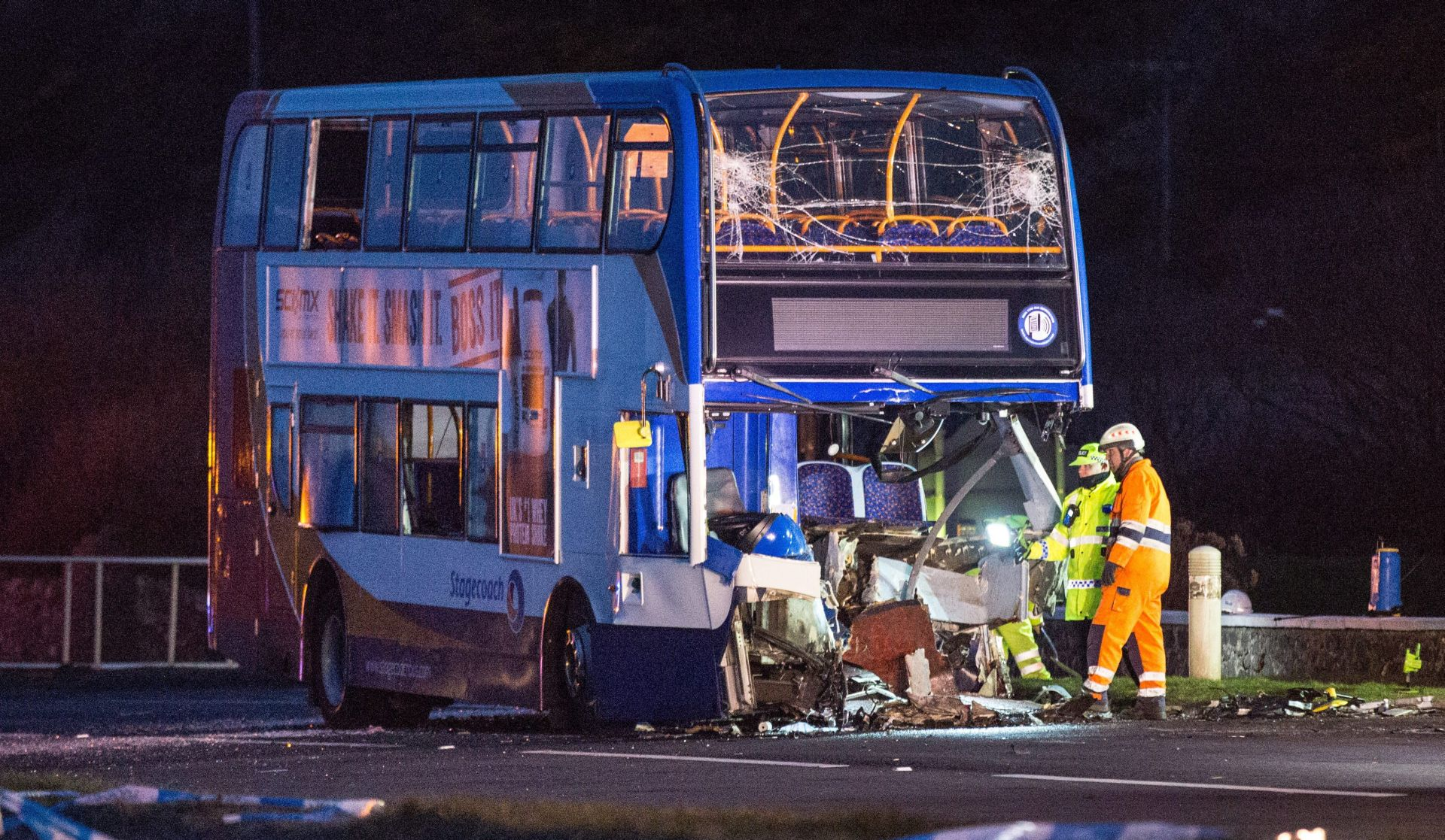 ZAPADNA ŠKOTSKA Sudar autobusa i terenca, jedna osoba poginula, najmanje 12 ozlijeđenih