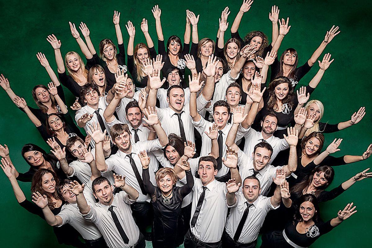 MAESTRICA JASMINA LORIN IZ ZBORA VIVAVOX Srpski zbor koji uz beatbox pjeva u Lisinskom