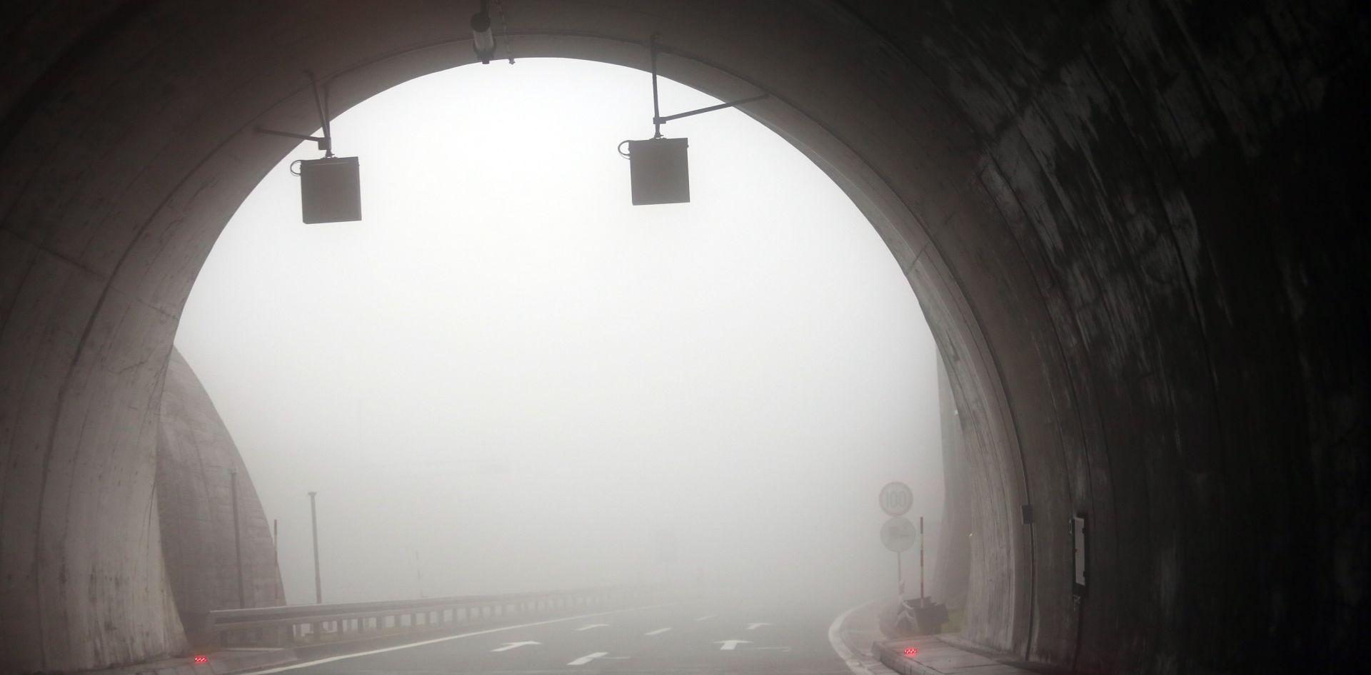 HAK Magla smanjuje vidljivost u Lici i na A1, kroz Sveti Rok jednim trakom