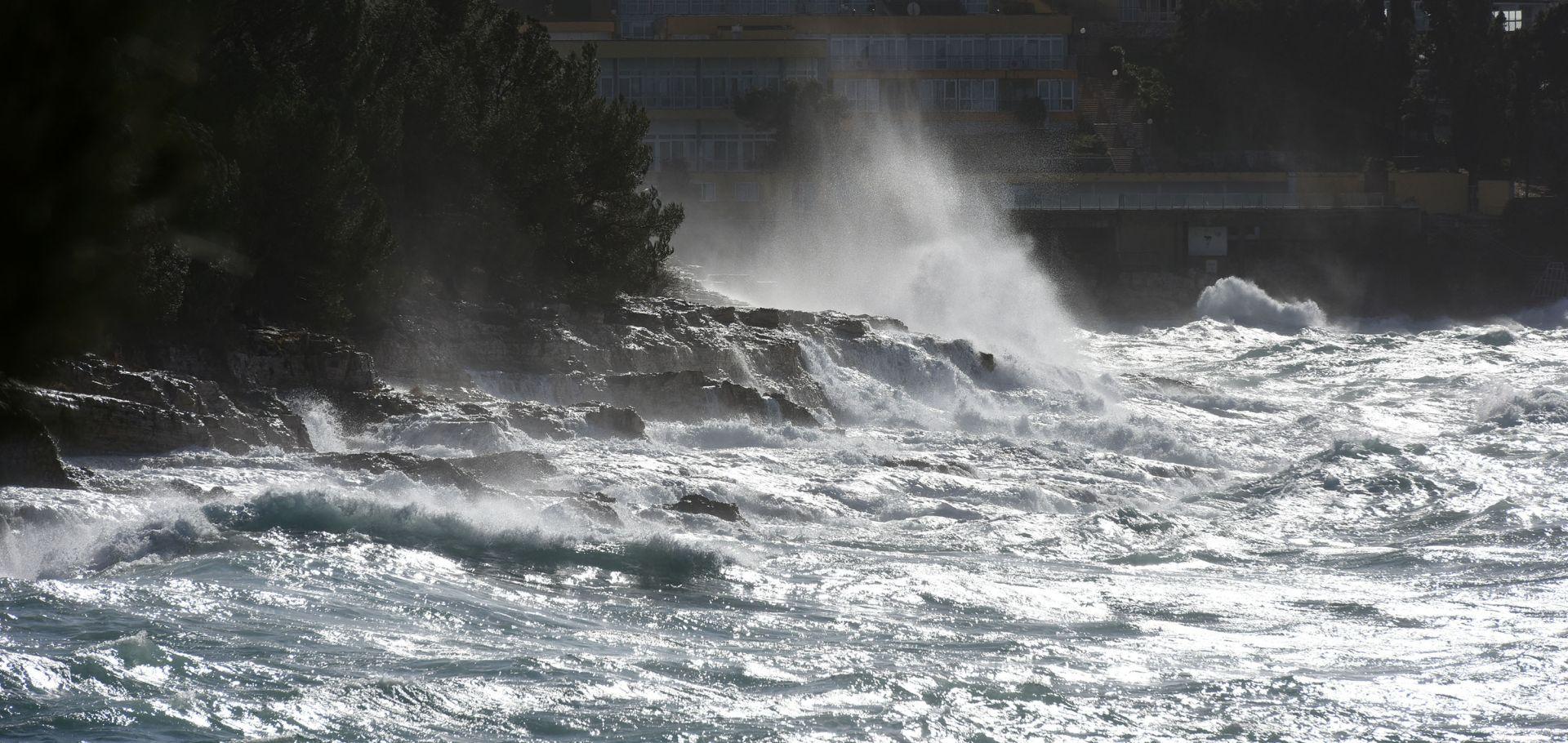 SUNCE, VJETAR I IZNADPROSJEČNE TEMPERATURE Žuta upozorenja zbog olujnih udara jugozapadnjaka