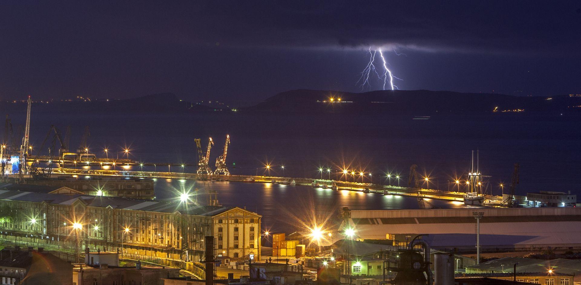 PRETEŽNO OBLAČNO Južni Jadran u 'narančastom' – obilna kiša, pljuskovi s grmljavinom