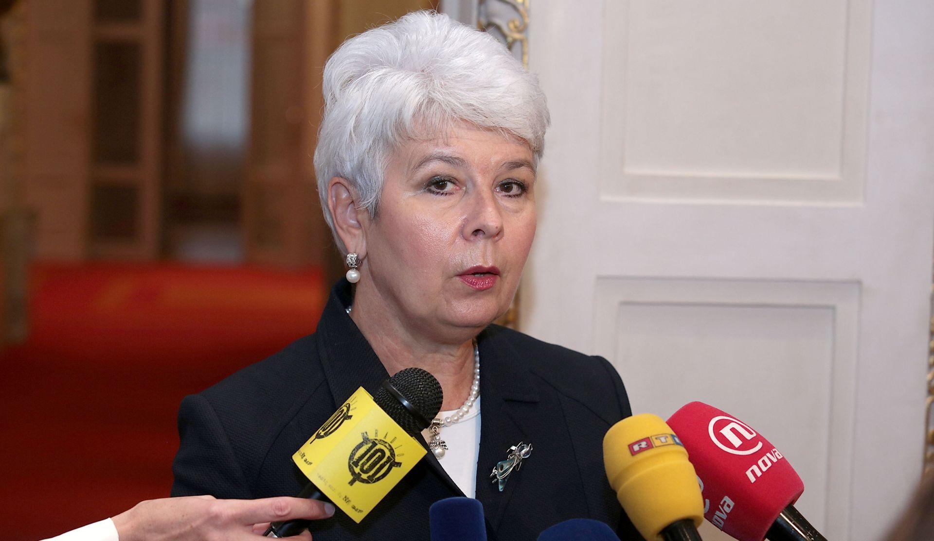 """JADRANKA KOSOR """"Nikolić i Vučić su izašli ispod krvavog Šešeljevog šinjela"""""""