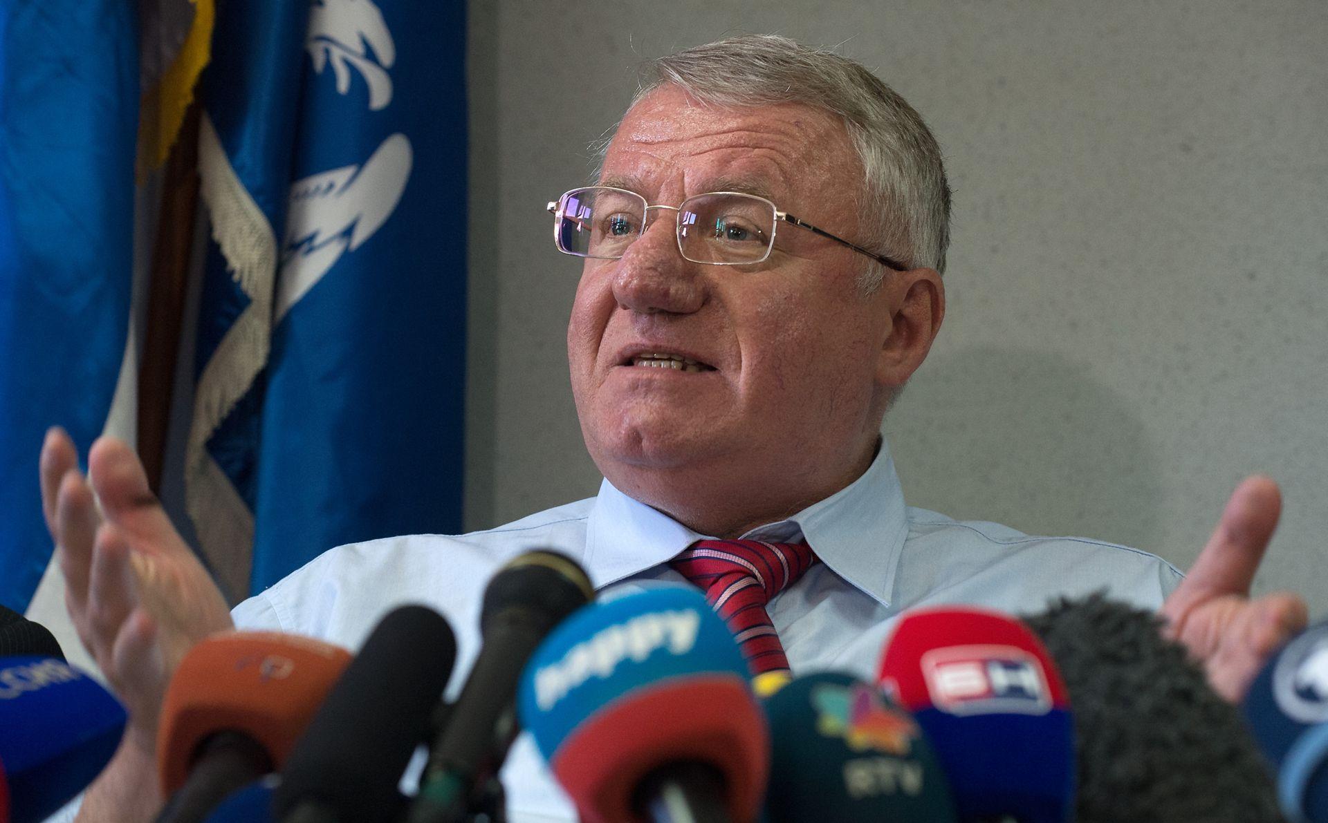 SVJETSKI MEDIJI Udarac tužiteljstvu i žrtvama; snaženje Srpske radikalne stranke